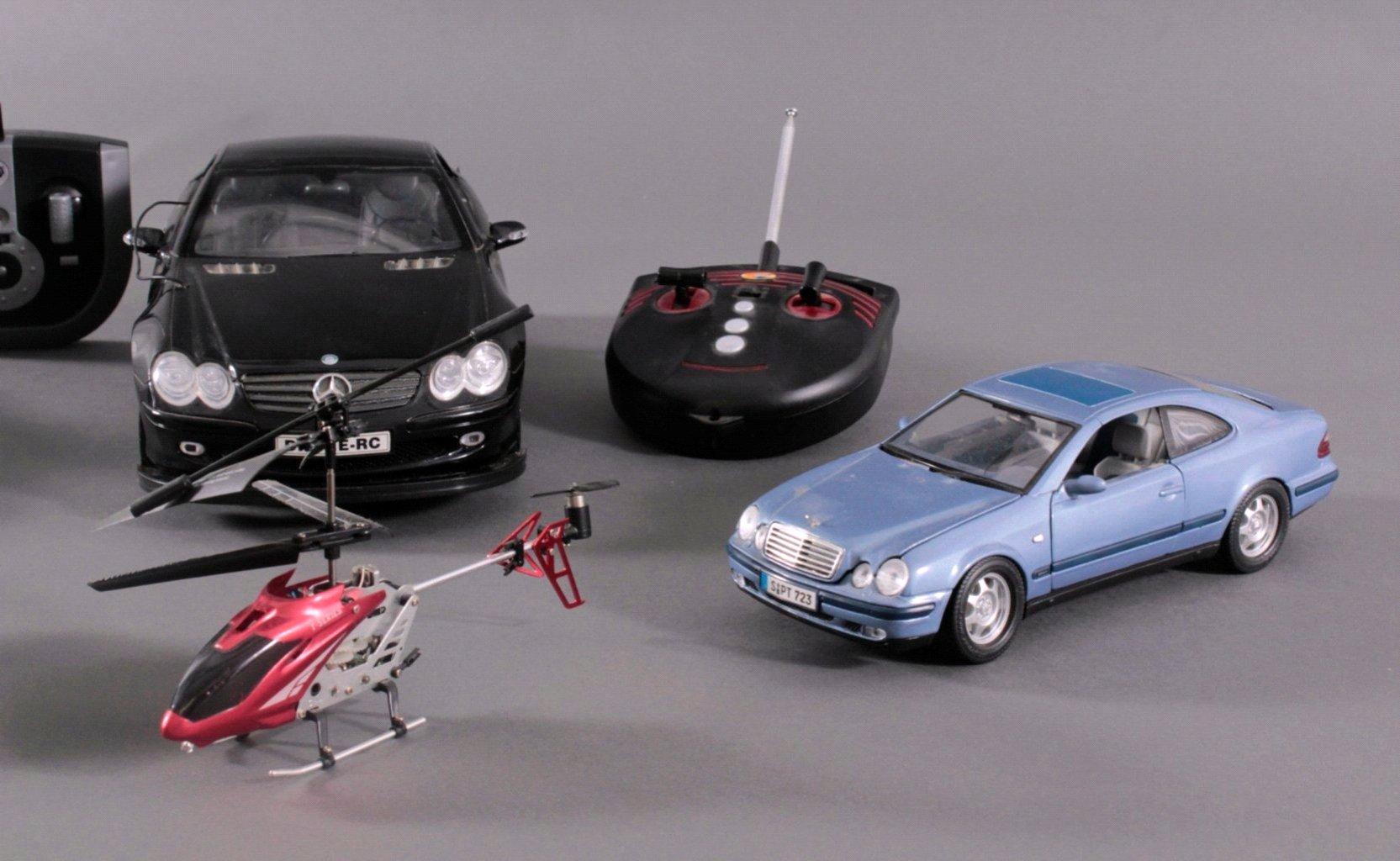 Modell-Sportwagen und Helikopter-2