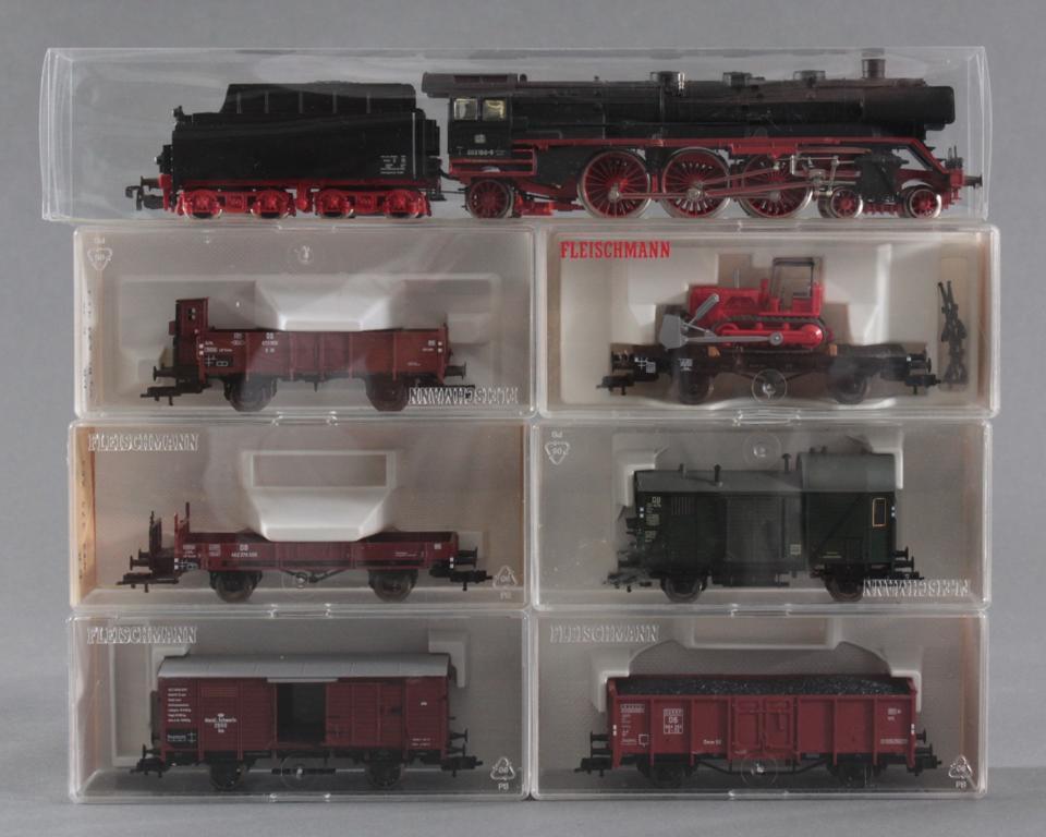 Märklin H0 Dampflok 003 160-9 mit 6 Fleischmann Güterwaggons