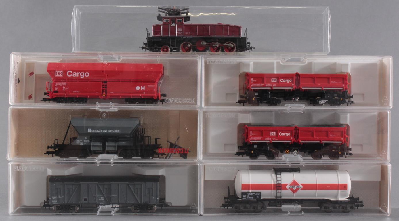 Roco HO E-Lok 160 003-0  mit 6 Fleischmann Güterwaggons