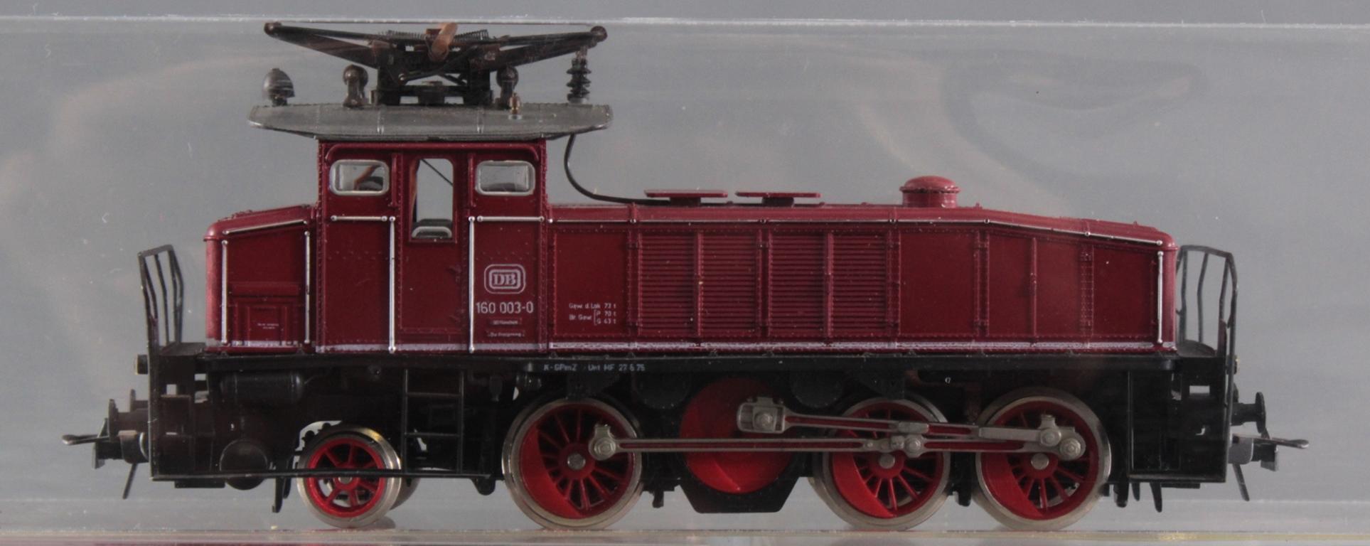 Roco HO E-Lok 160 003-0  mit 6 Fleischmann Güterwaggons-2