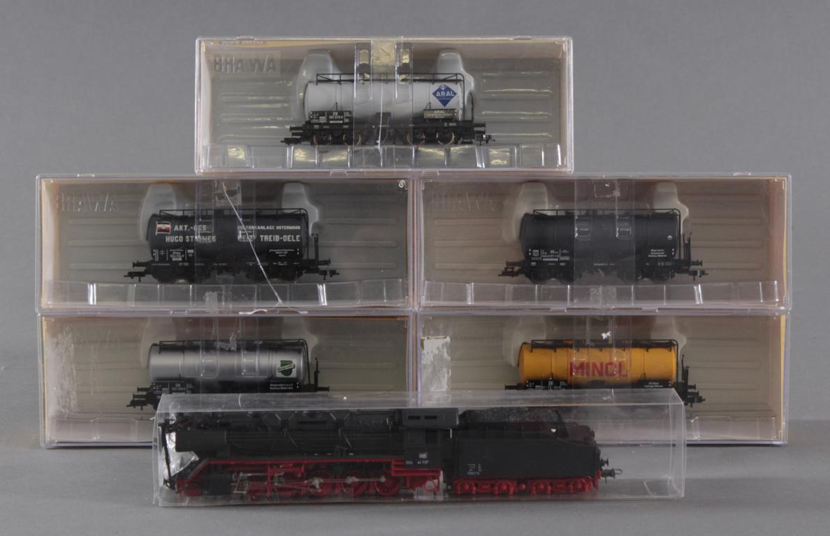 Roco HO Dampflok 44 1137 mit 5 Brawa Güterwaggons