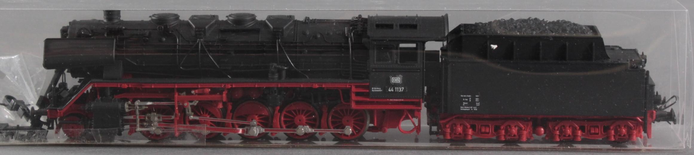 Roco HO Dampflok 44 1137 mit 5 Brawa Güterwaggons-2