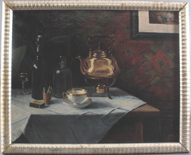 B. Speer. Stillleben mit Tee-Gedeck, Samovar, Zigaretten und Flaschen.