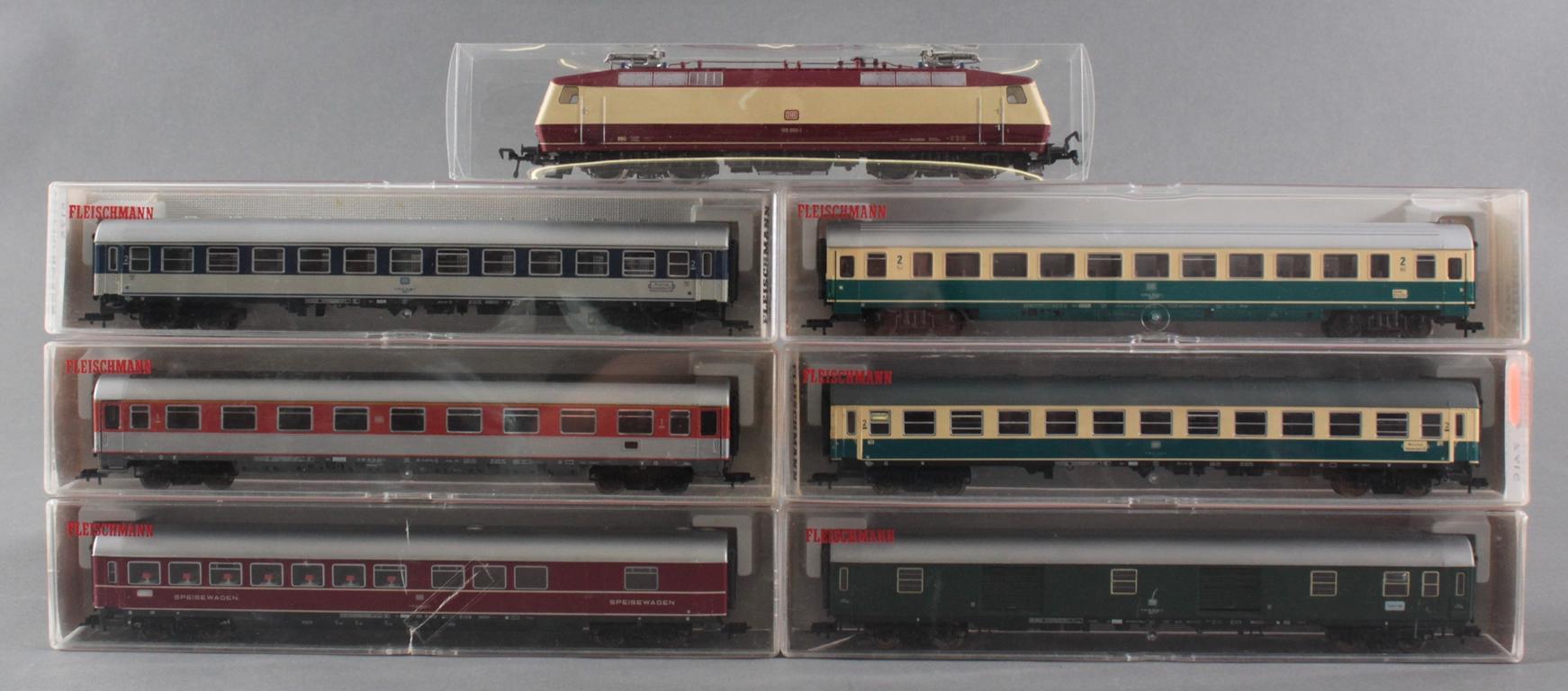 Fleischmann H0 E-Lok 120 002-1  mit 6 Fleischmann Güterwaggons