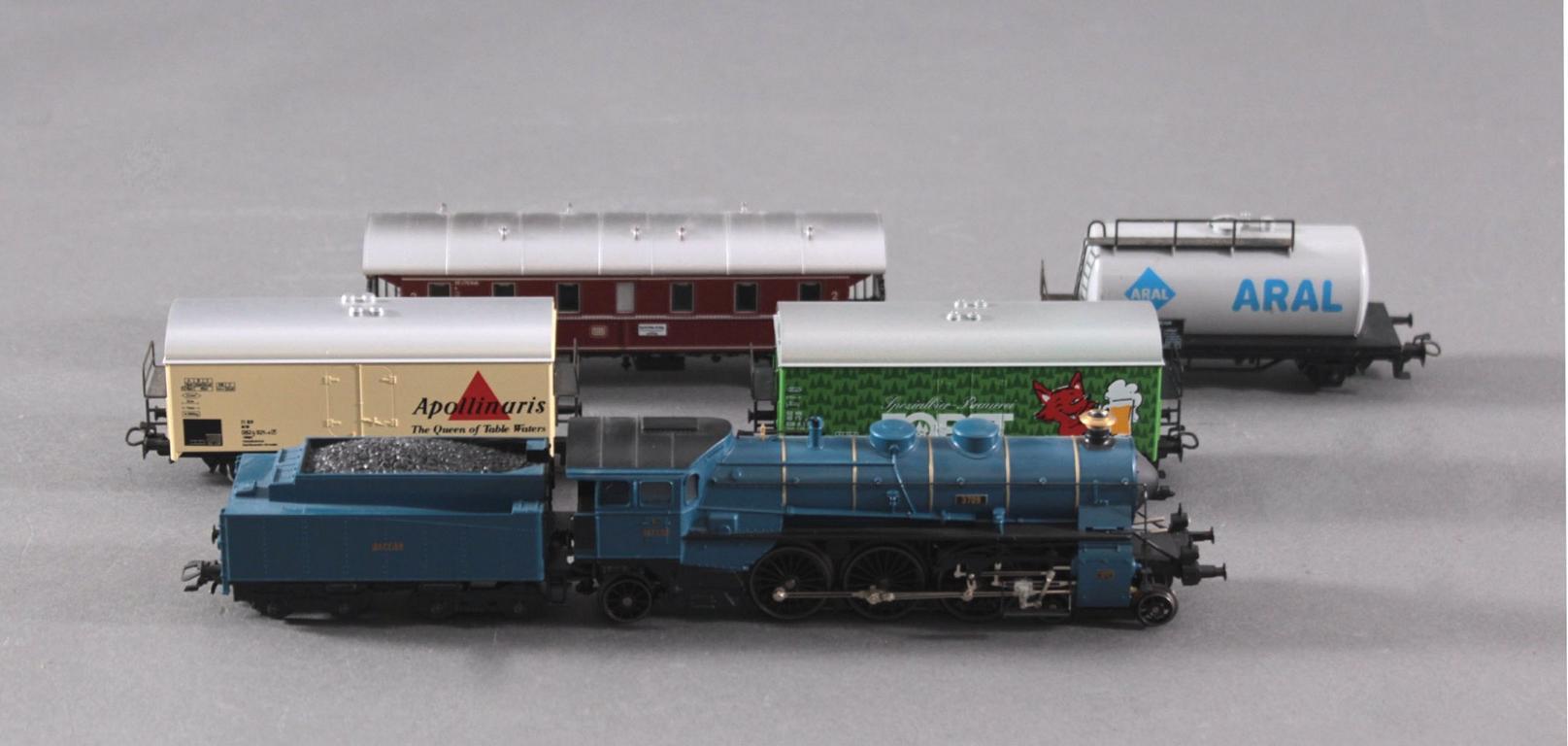 Märklin Dampflok 3709 mit 4 Waggons