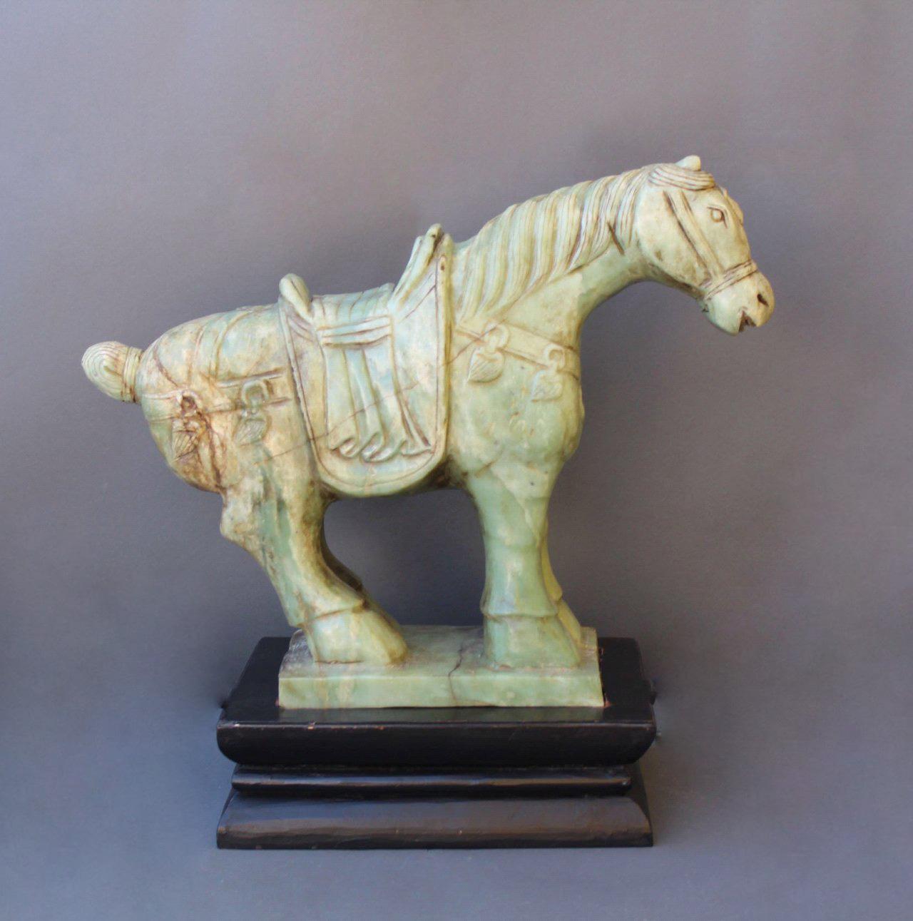 Sehr große Pferdefigur, Serpentin-Jade-2