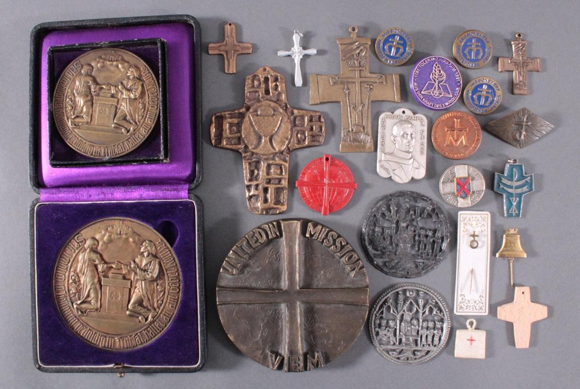 Religion, Medaillen und Kreuze