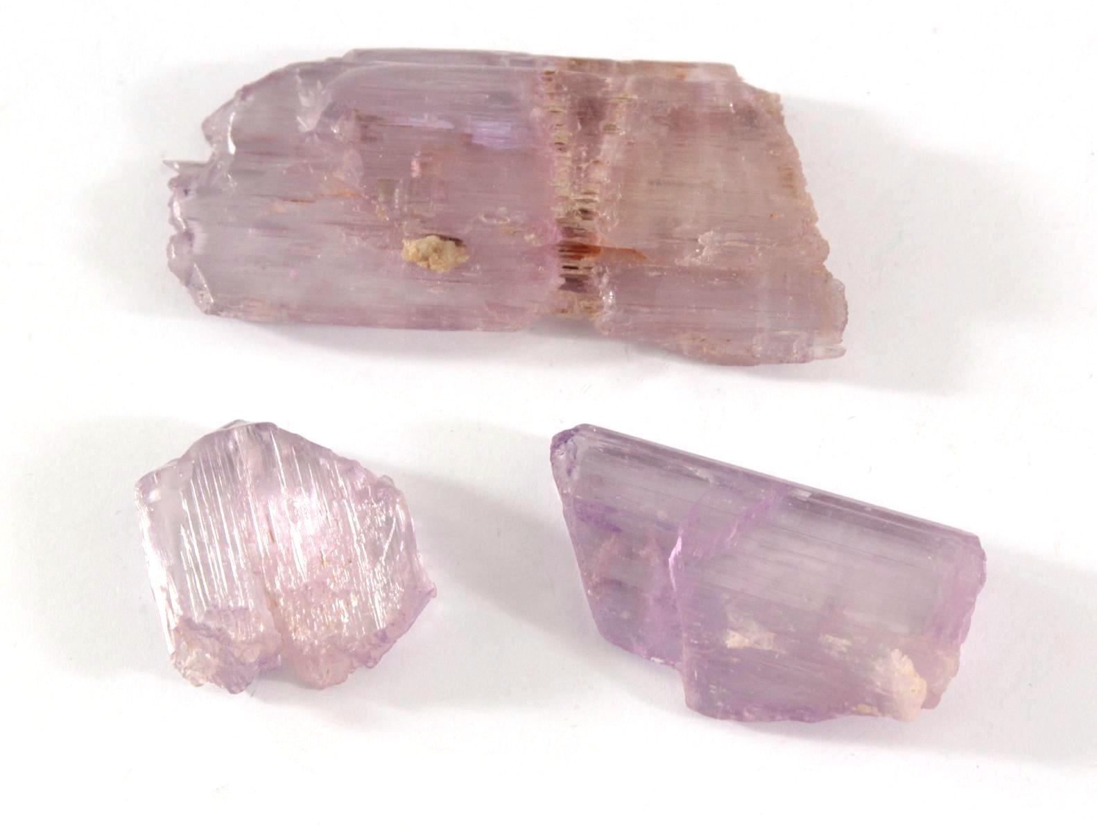 Kunzit, rosa Edelstein des Minerals Spodumen