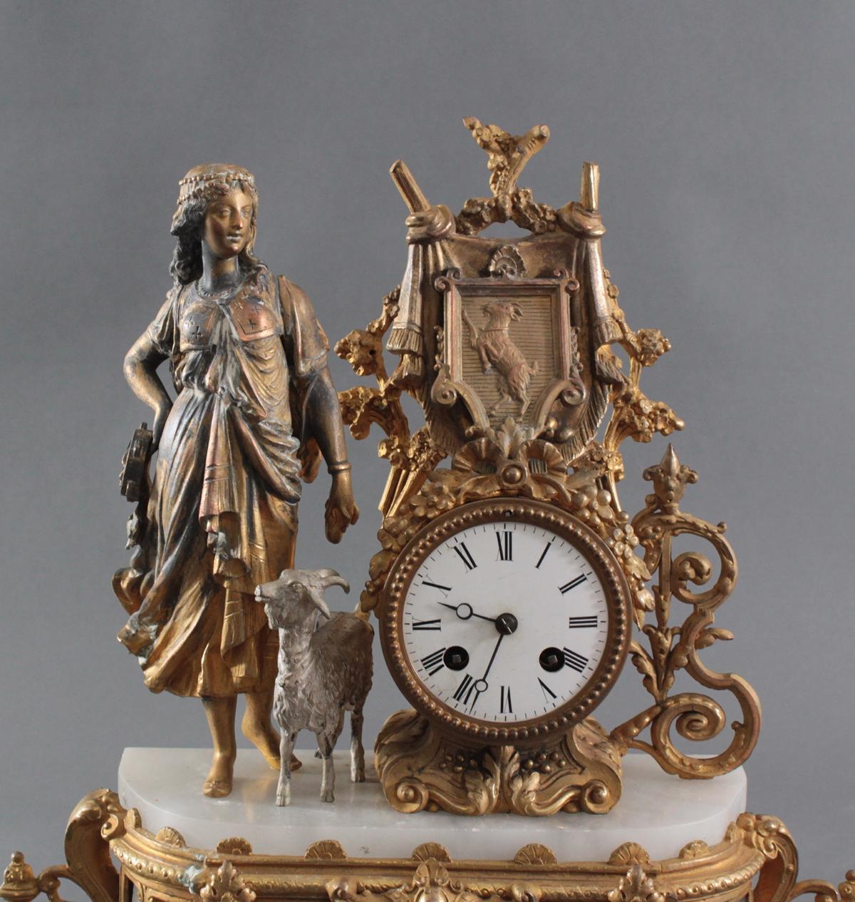 Pendule mit weiblicher Allegorie und Ziegenbock um 1900-2