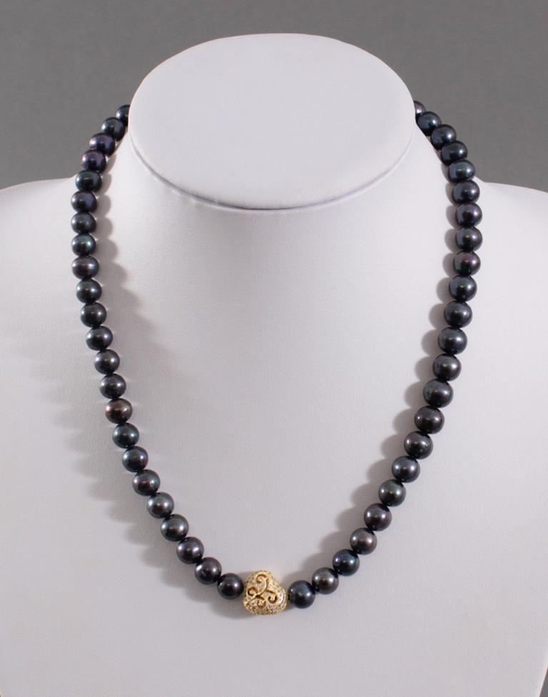 Perlenkette mit schwarzen Perlen und Herz