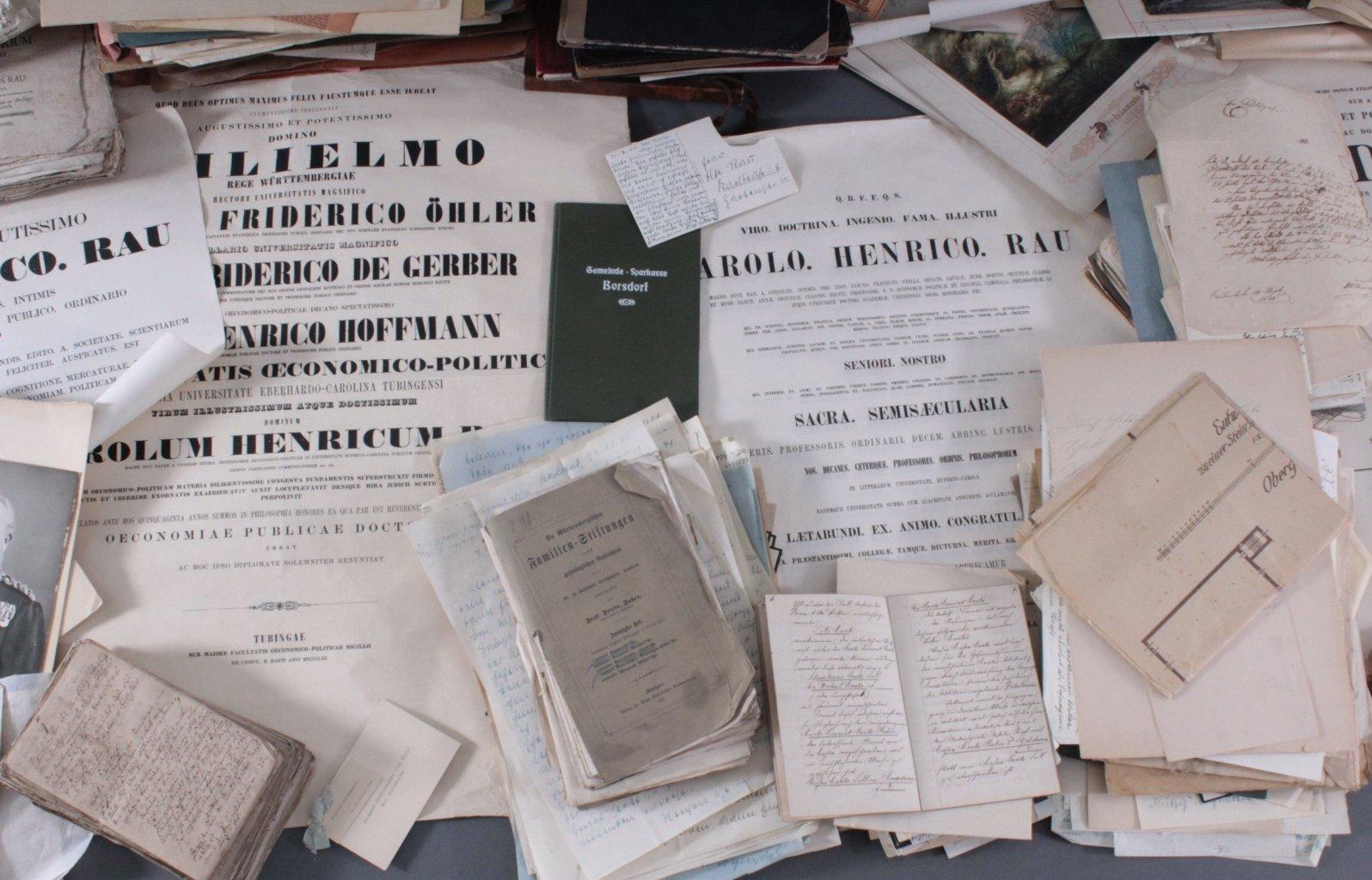 Großer  Papier und Dokumentennachlass , Karton prall gefüllt-4