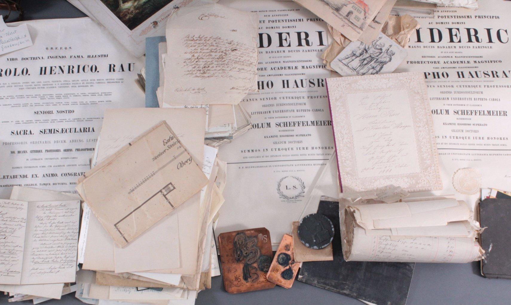 Großer  Papier und Dokumentennachlass , Karton prall gefüllt-5