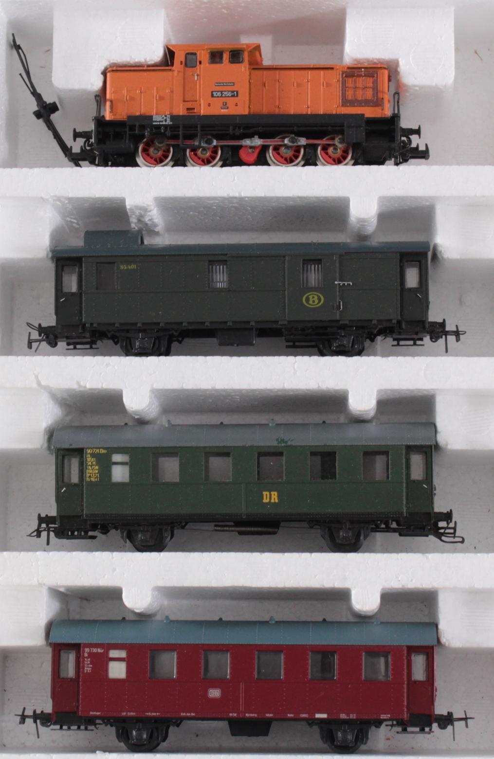 Piko Komplettanlage mit 2 E-Loks und 1 Dampflok Spur H0 in der Originalverpackung-2