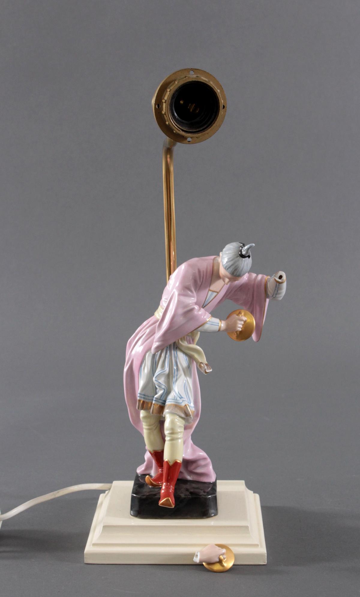 Höchster Porzellanmanufaktur. Chinese mit Tschnellen