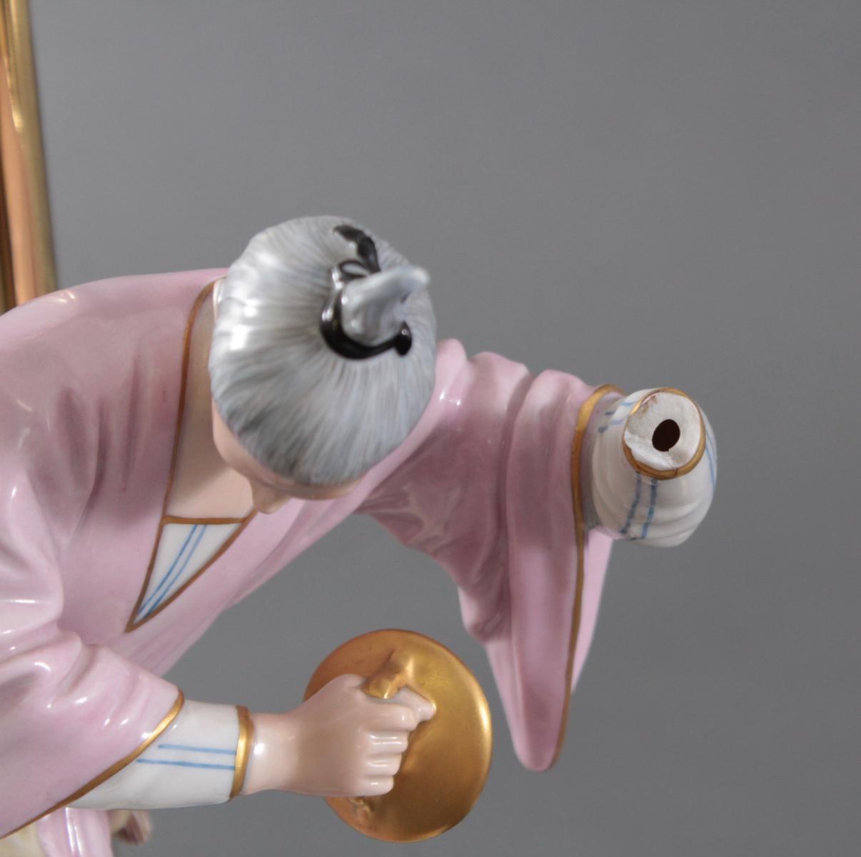 Höchster Porzellanmanufaktur. Chinese mit Tschnellen-8