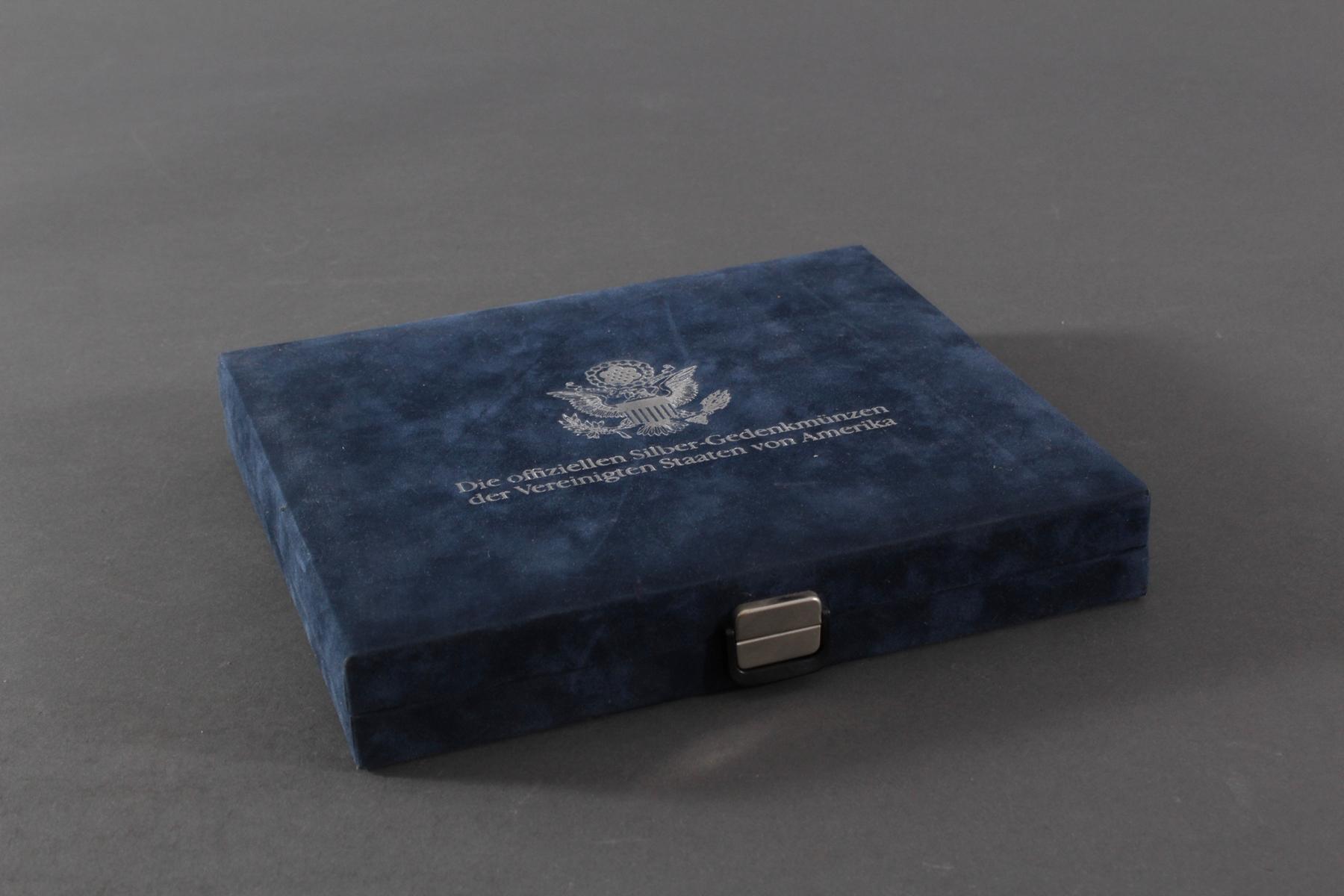 USA, Münzsammlung in blauer Sammelbox-7