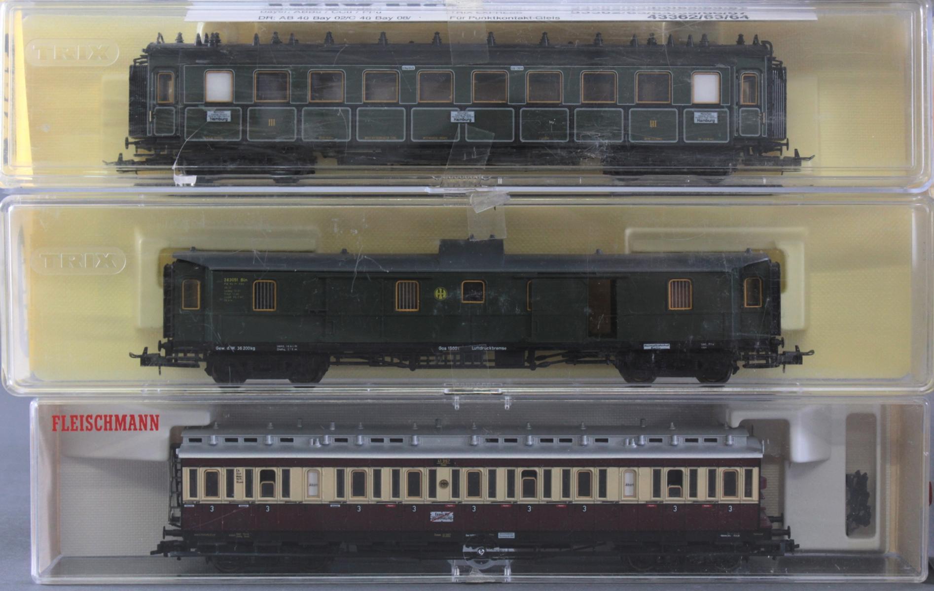 Roco E-Lok 7166 mit 3 Fleischmann und 3 Trix Waggons, Spur H0-2