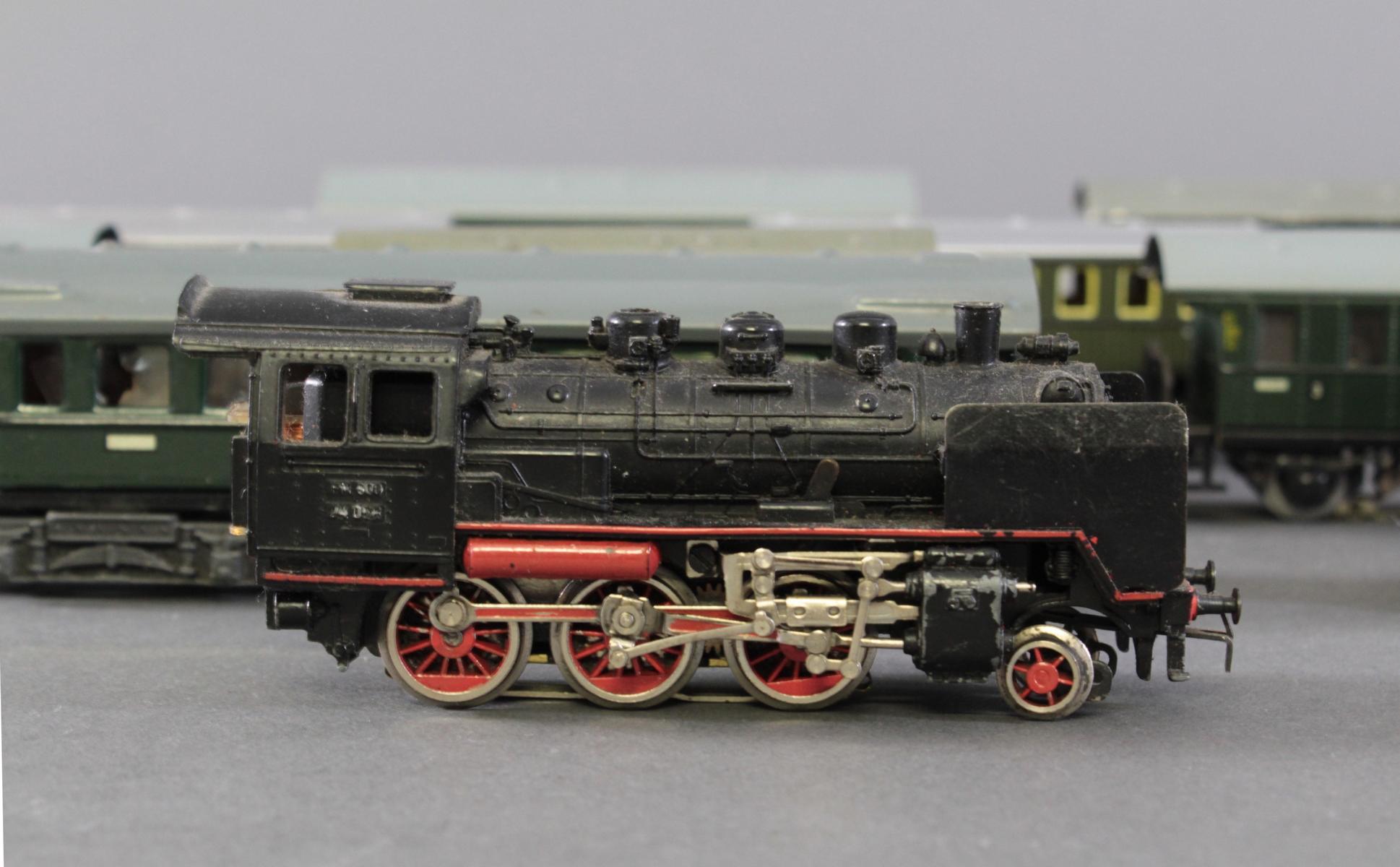 Märklin Dampflok BR 24 058 mit 10 Personenwaggons aus Blech, Spur H0-2
