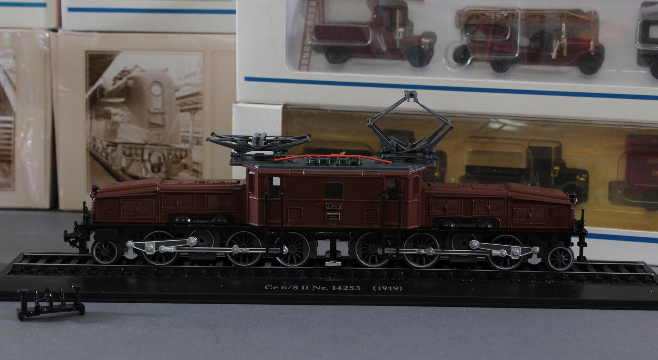 Märklin Modellautos und Atlas Zugmodelle in der original Verpackung, Spur H0-3