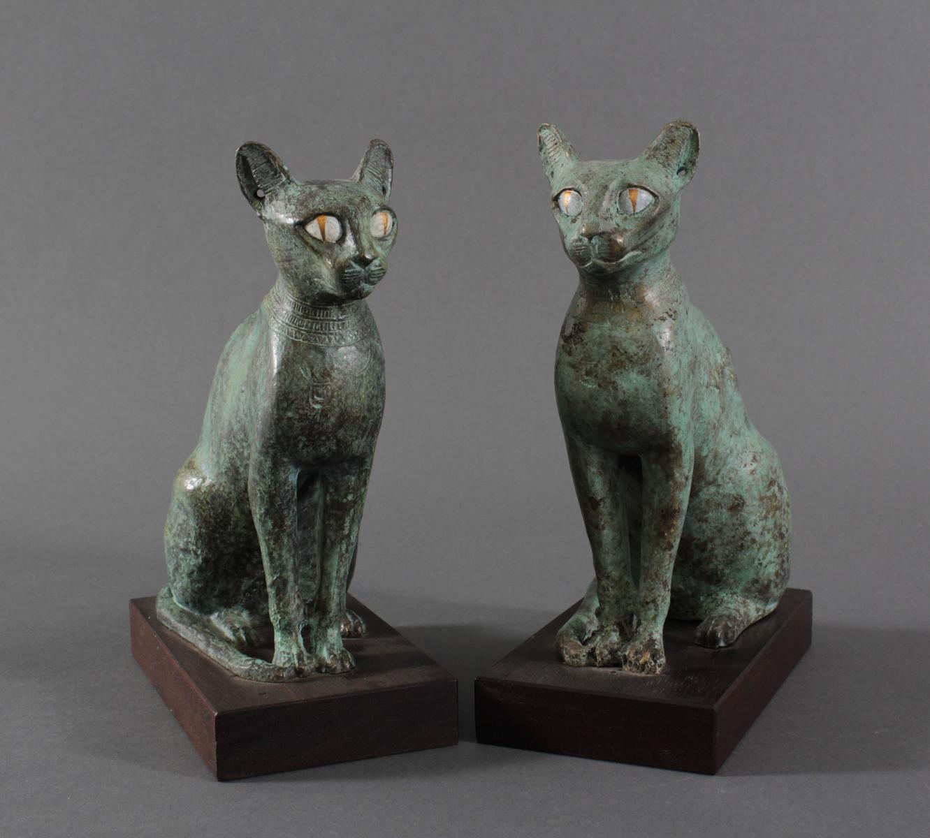 Paar Katzenfiguren aus Bronze,der Göttin Bastet Lieblingstier, Votivfiguren