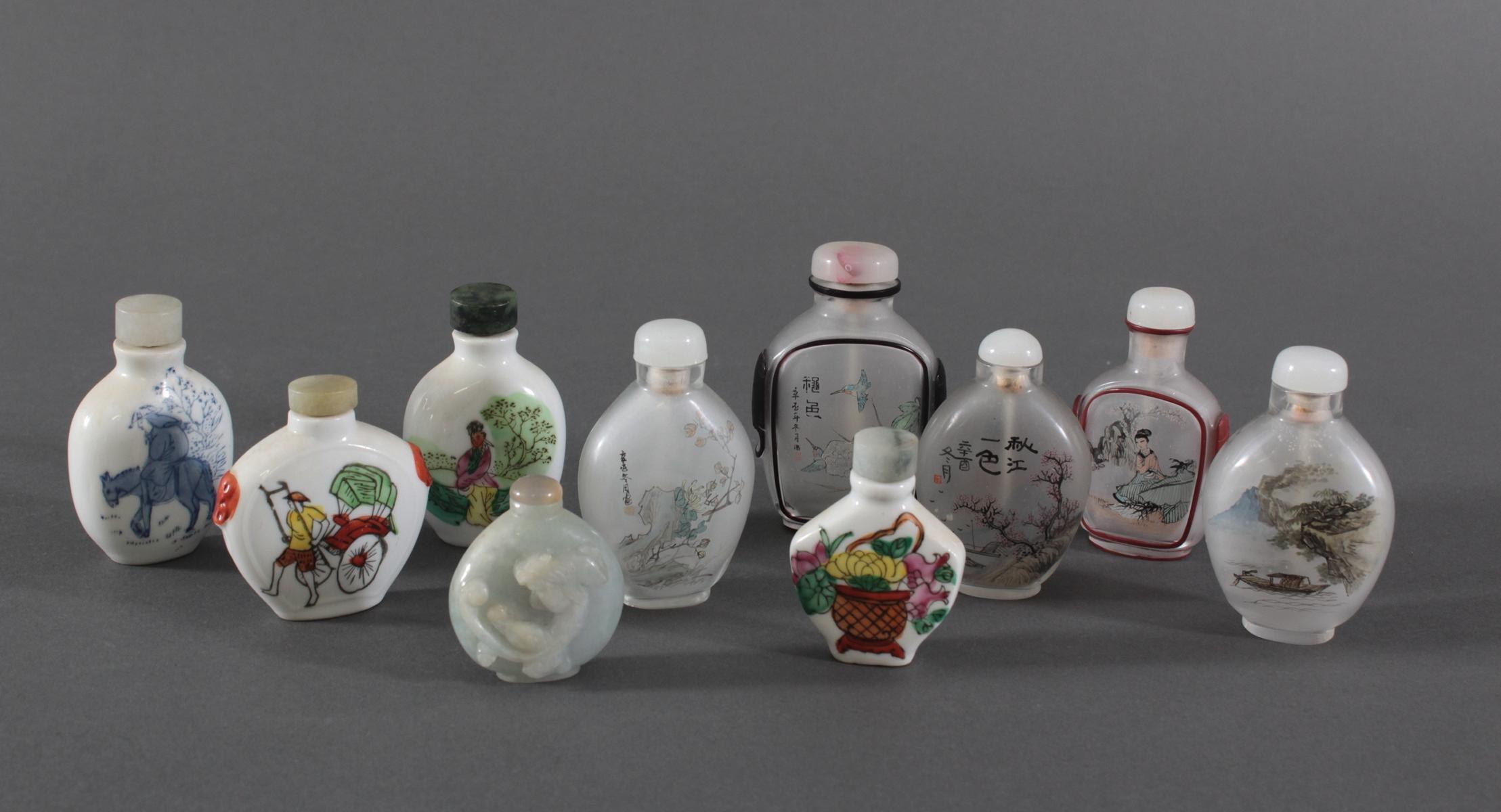 Sammlung Snuff bottles aus Glas, Jade und Porzellan, 10 Stück