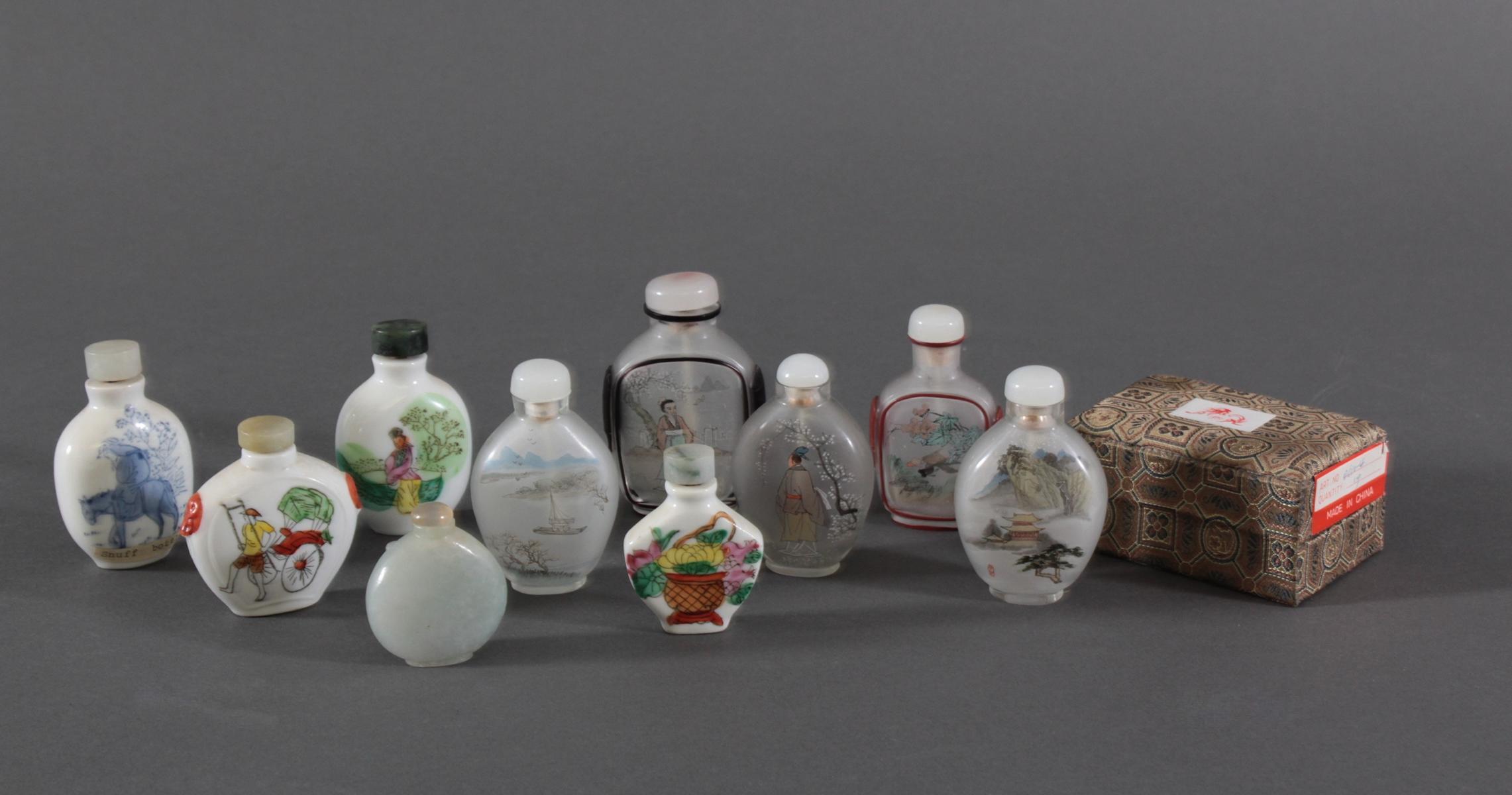 Sammlung Snuff bottles aus Glas, Jade und Porzellan, 10 Stück-2