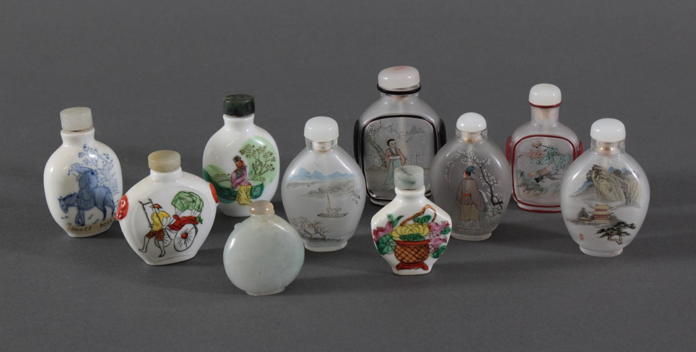 Sammlung Snuff bottles aus Glas, Jade und Porzellan, 10 Stück-6