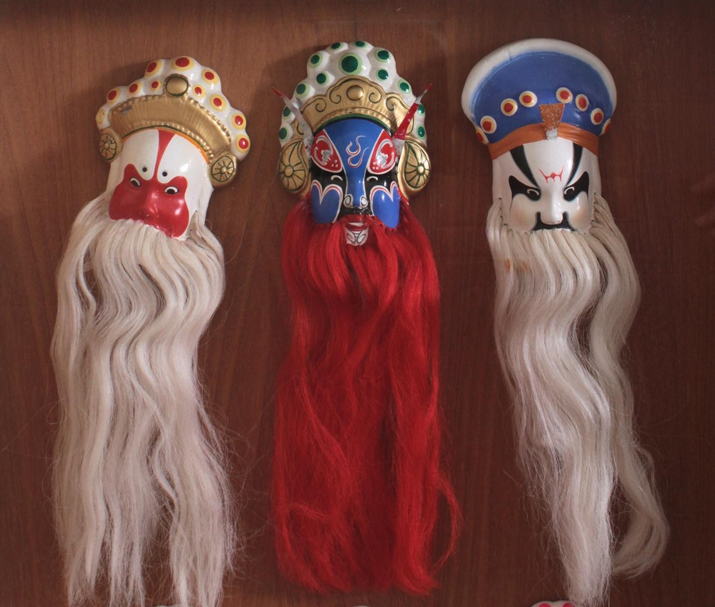 Schaukasten mit 6 Pekinger Opern-Masken-2