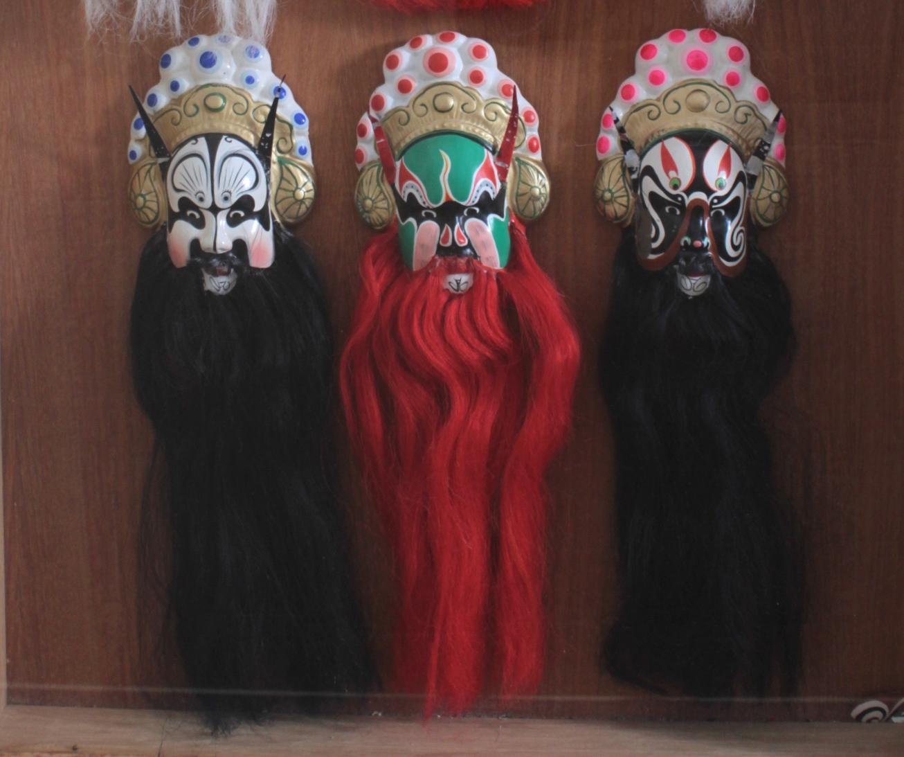 Schaukasten mit 6 Pekinger Opern-Masken-3