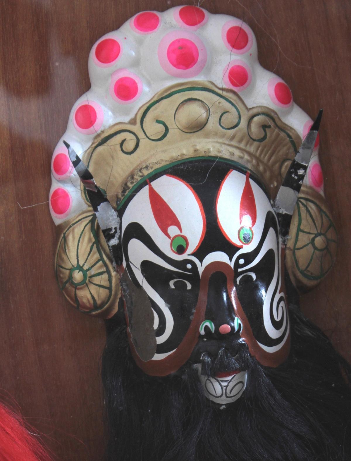 Schaukasten mit 6 Pekinger Opern-Masken-4