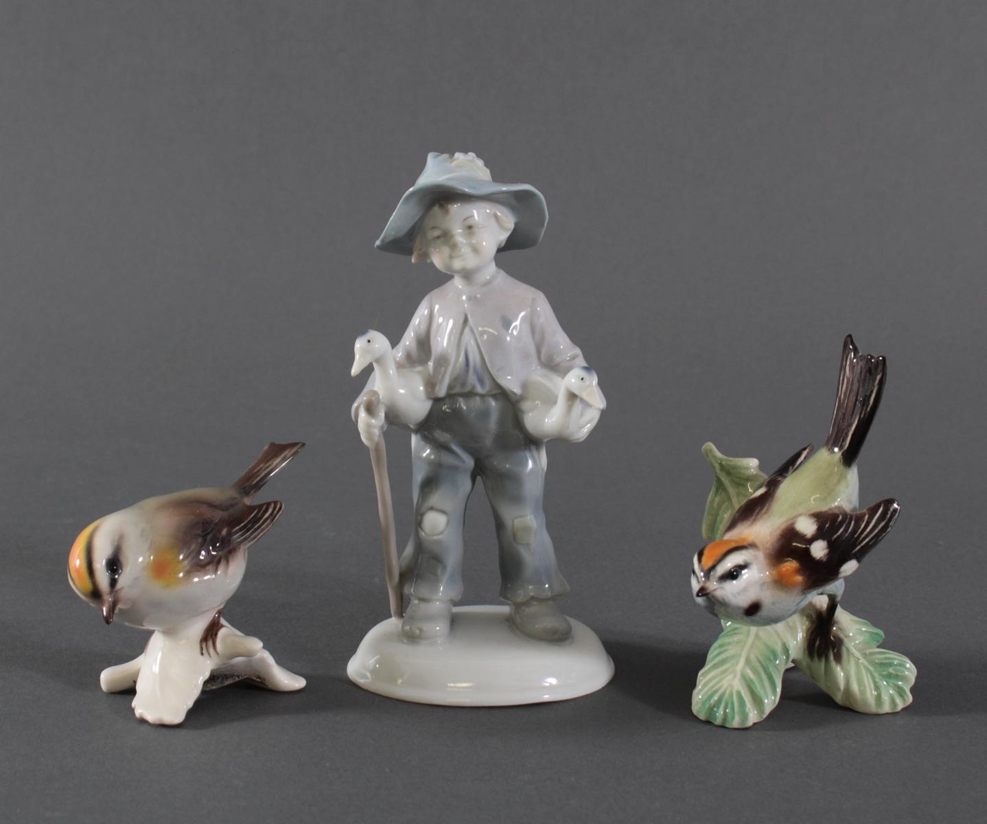 3 Porzelanfiguren, Goebel und Ilmenau, Weißporzellan mit polychromer Bemalung