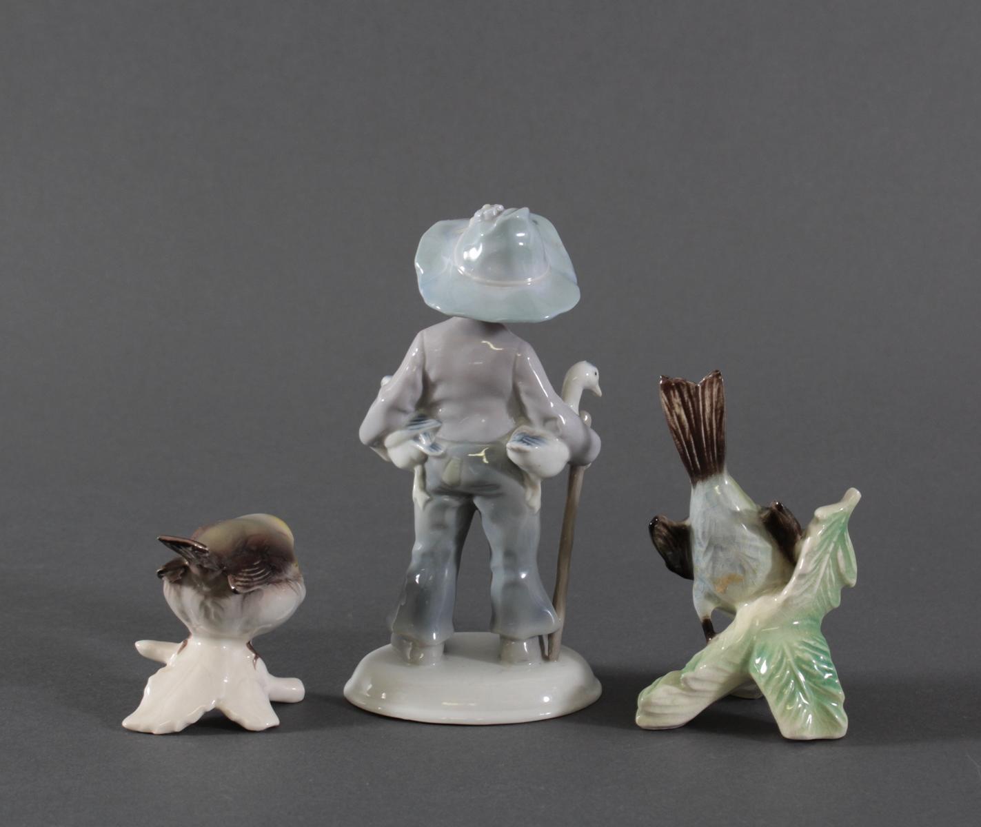 3 Porzelanfiguren, Goebel und Ilmenau, Weißporzellan mit polychromer Bemalung-2