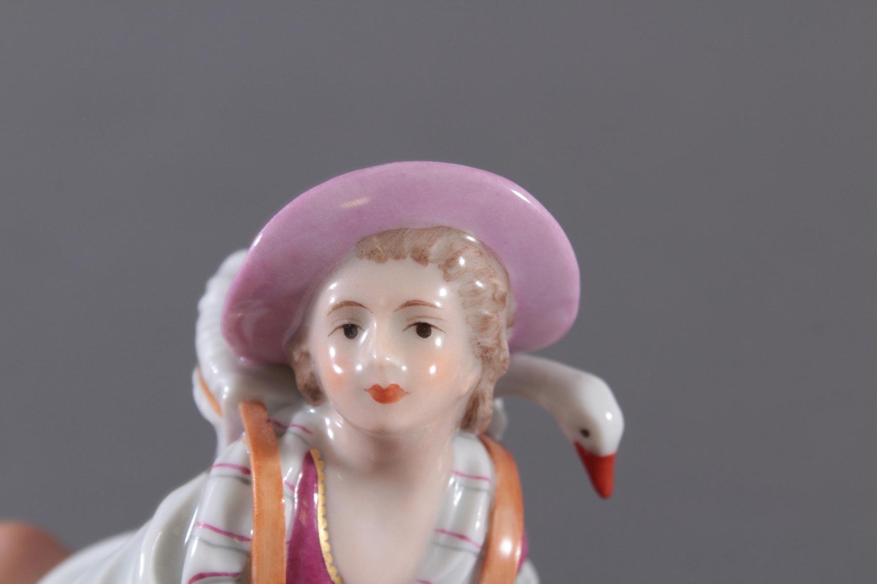 Höchster Porzellanmanufaktur. 'Bäuerin mit Gans und Hase'-3