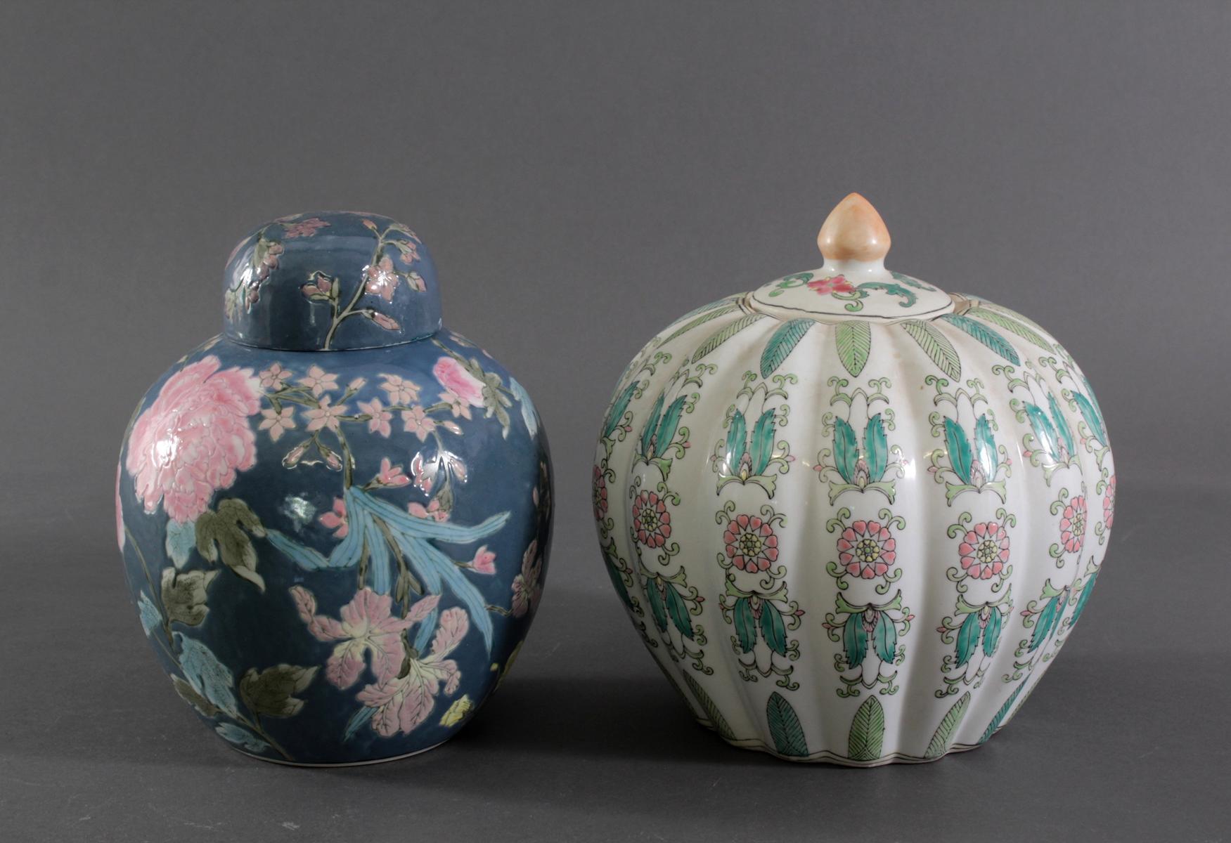 Zwei Deckelvasen China