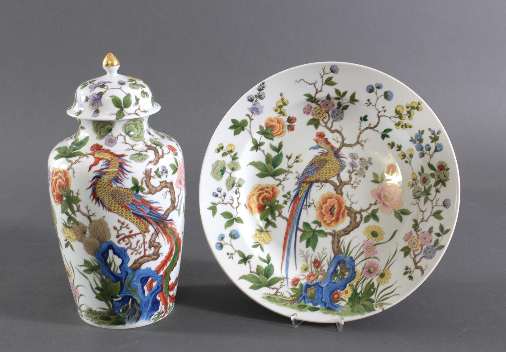 Wandteller und Deckelvase, Kaiser-Porzellan. Dekor: Nanking