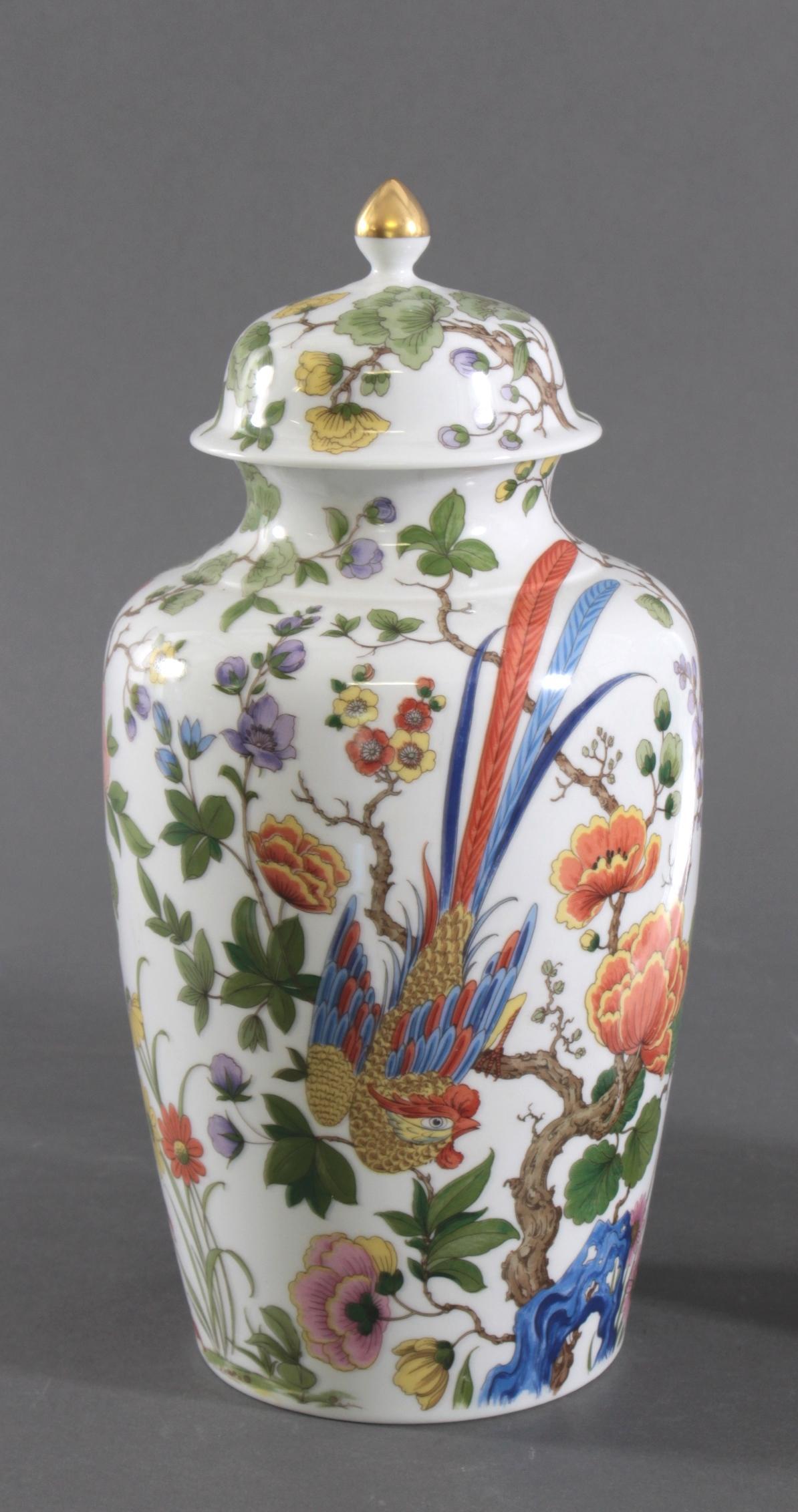 Wandteller und Deckelvase, Kaiser-Porzellan. Dekor: Nanking-2