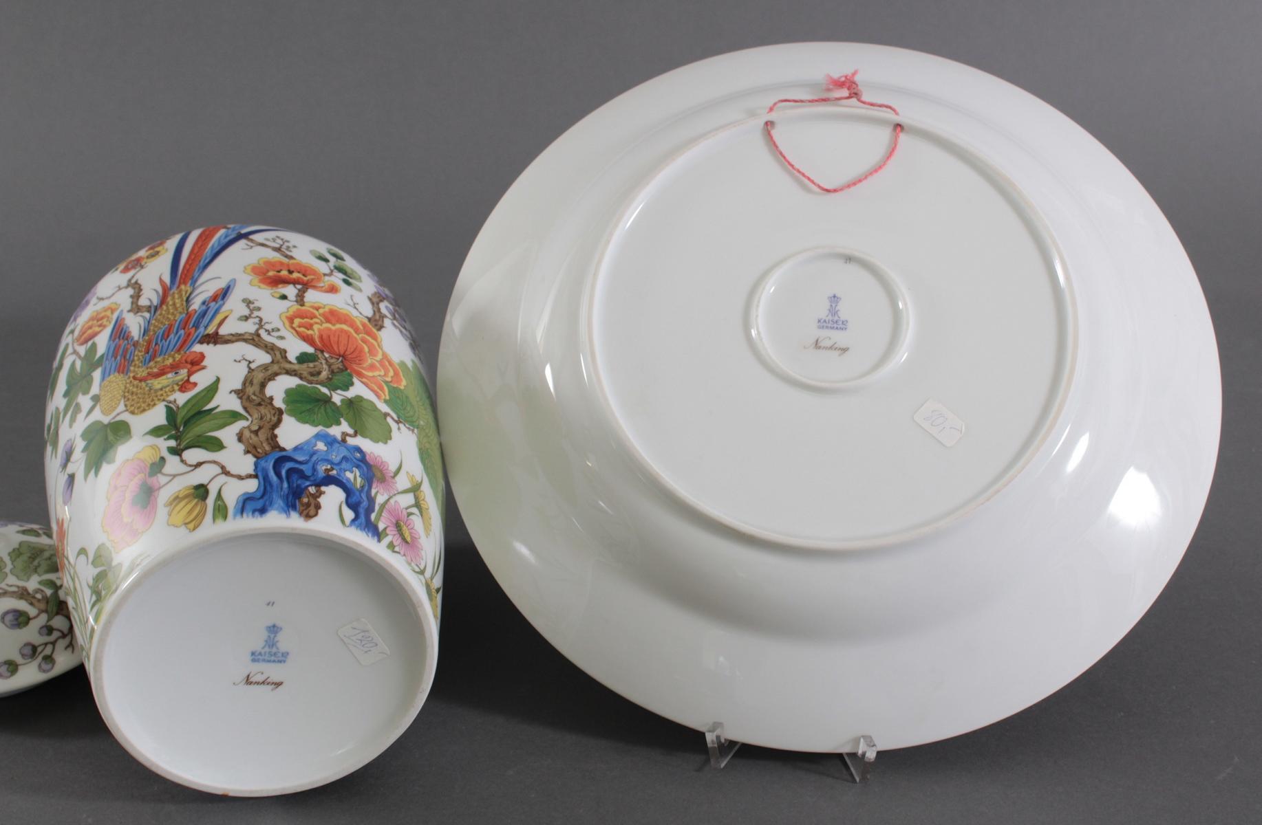 Wandteller und Deckelvase, Kaiser-Porzellan. Dekor: Nanking-3