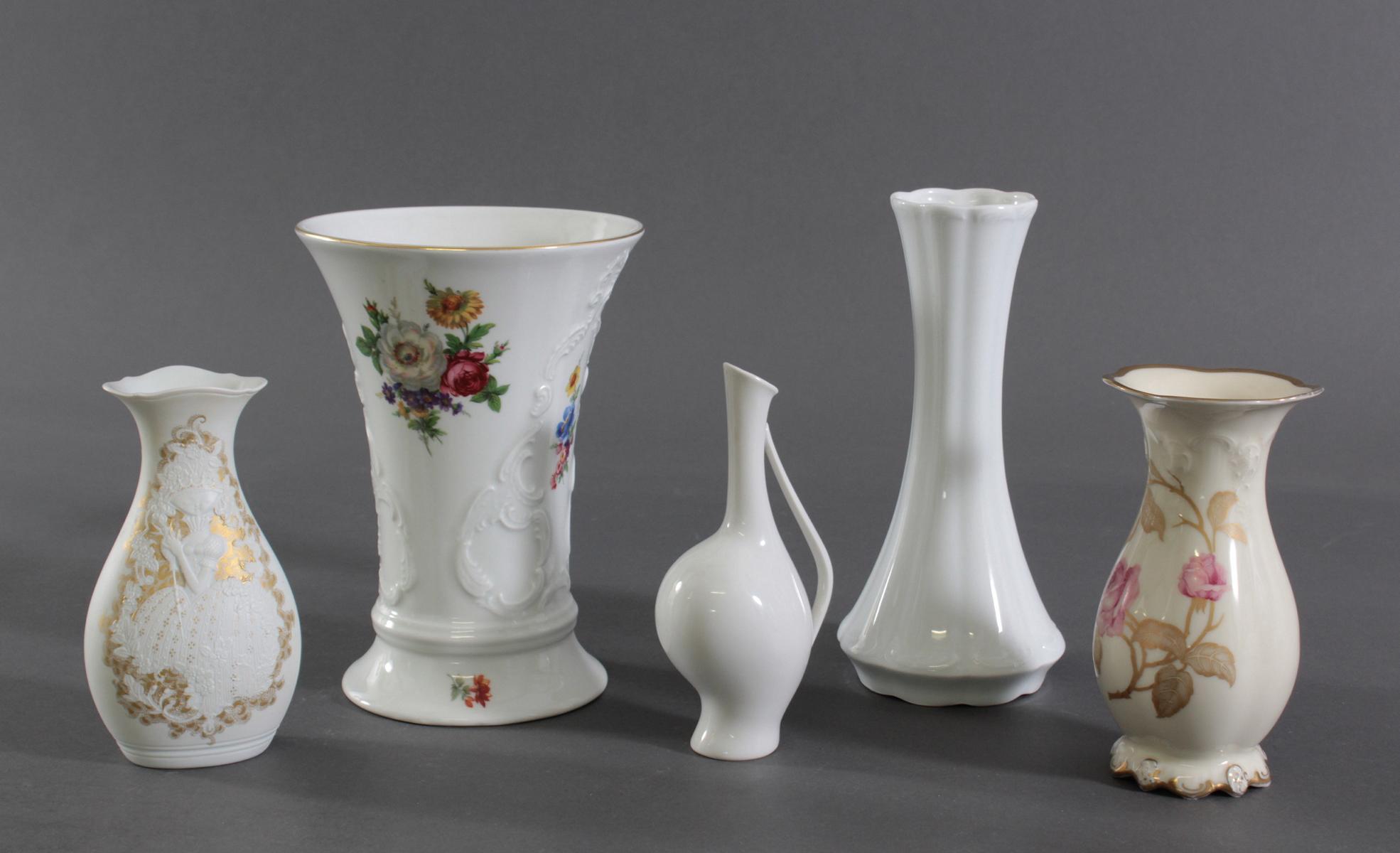 Fünf Vasen. Manufakturen, Rosenthal, Kaiser und Royal Porzellan Bavaria