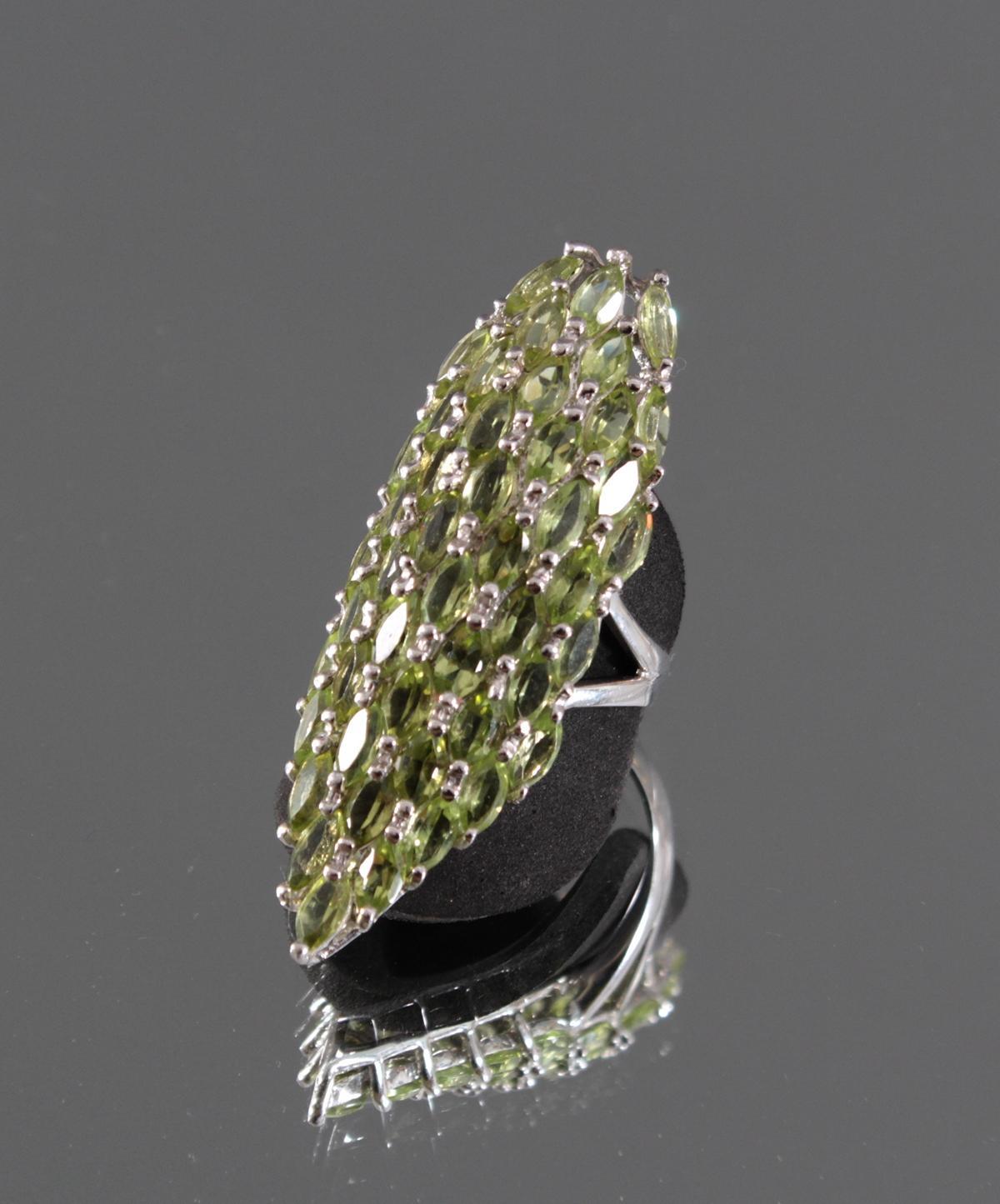 Sehr auffälliger Sterling Silber Ring mit Peridoten