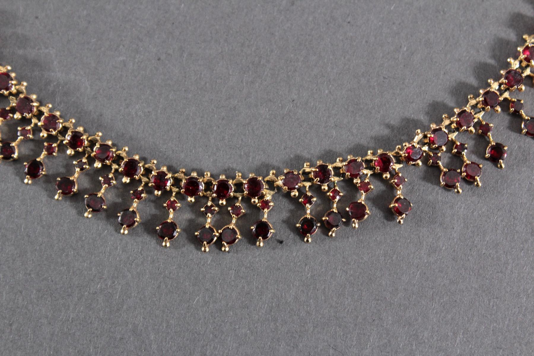 Antikes Granat-Collier und 1 Stabbrosche,  Böhmen um 1900-2