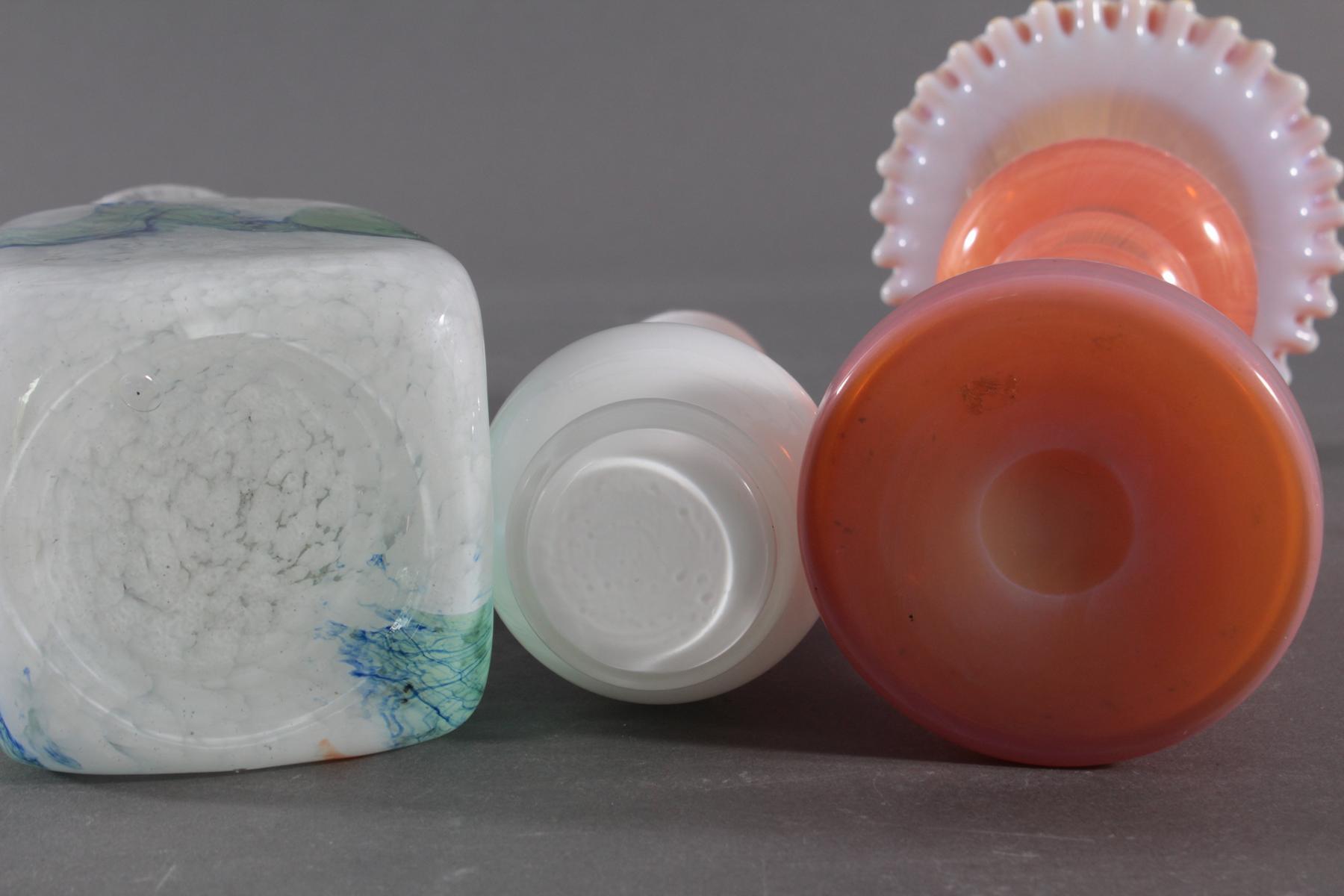 Drei Formglas-Vasen, Opalglas-3