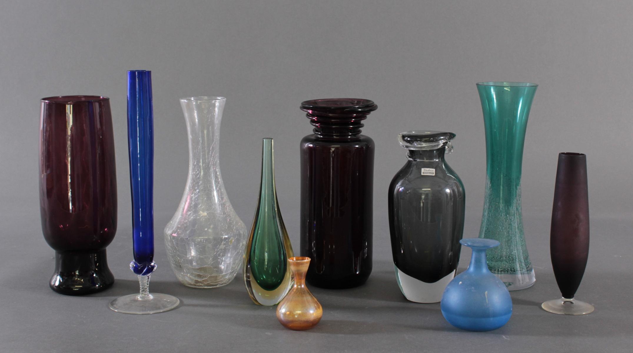 Konvolut von 10 Vasen