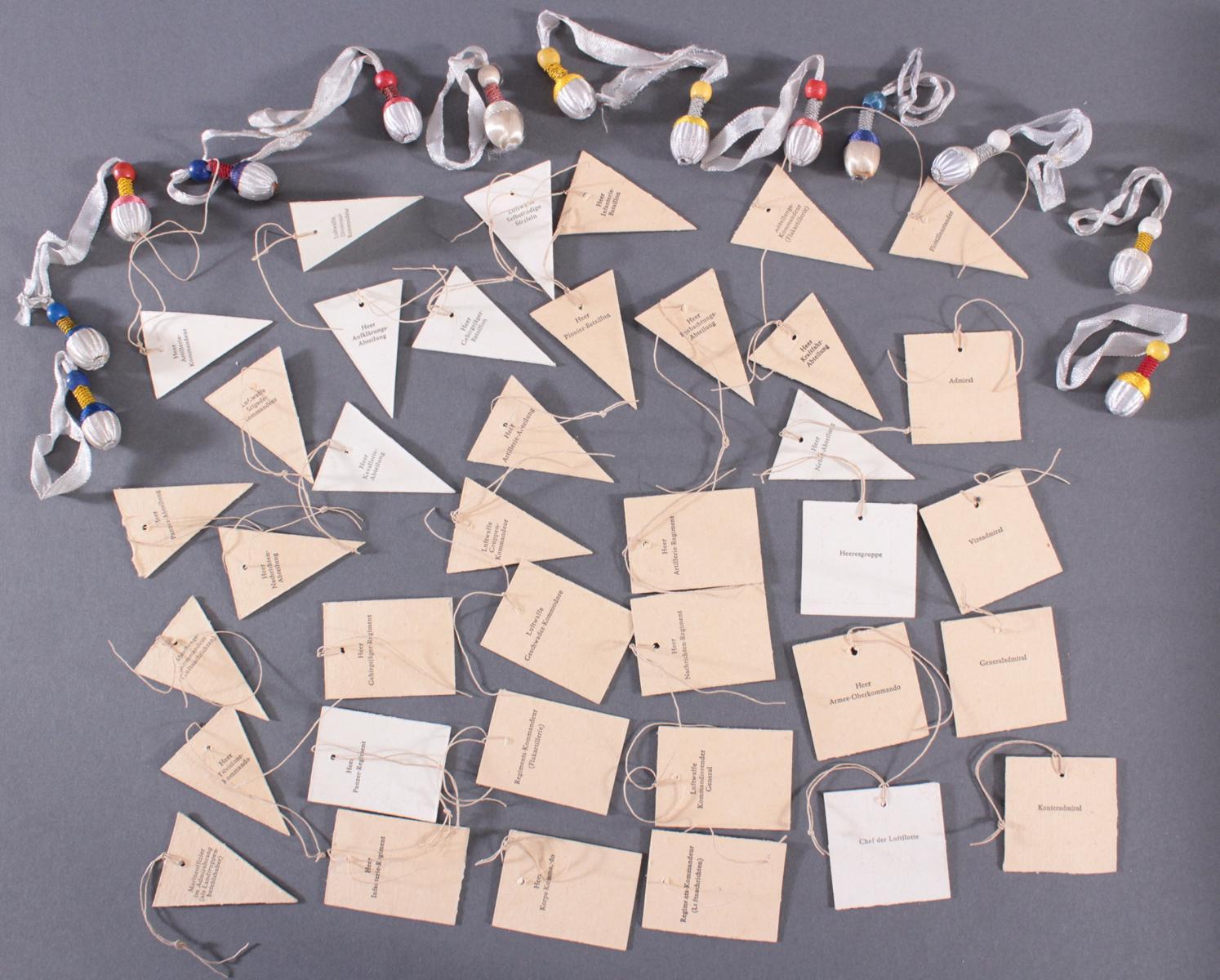 Sammlung WHW Abzeichen, Fahnen und Portepee aus Pappe und Stoff, ca. 51 Stück-2