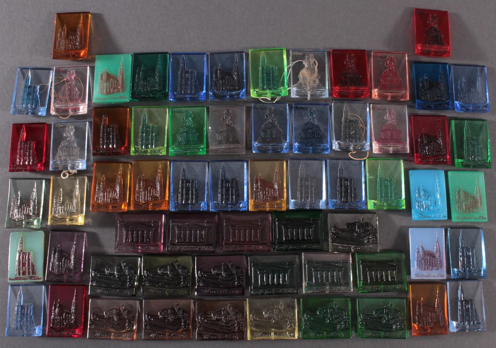 Konvolut WHW Abzeichen Baudenkmäler aus Glas