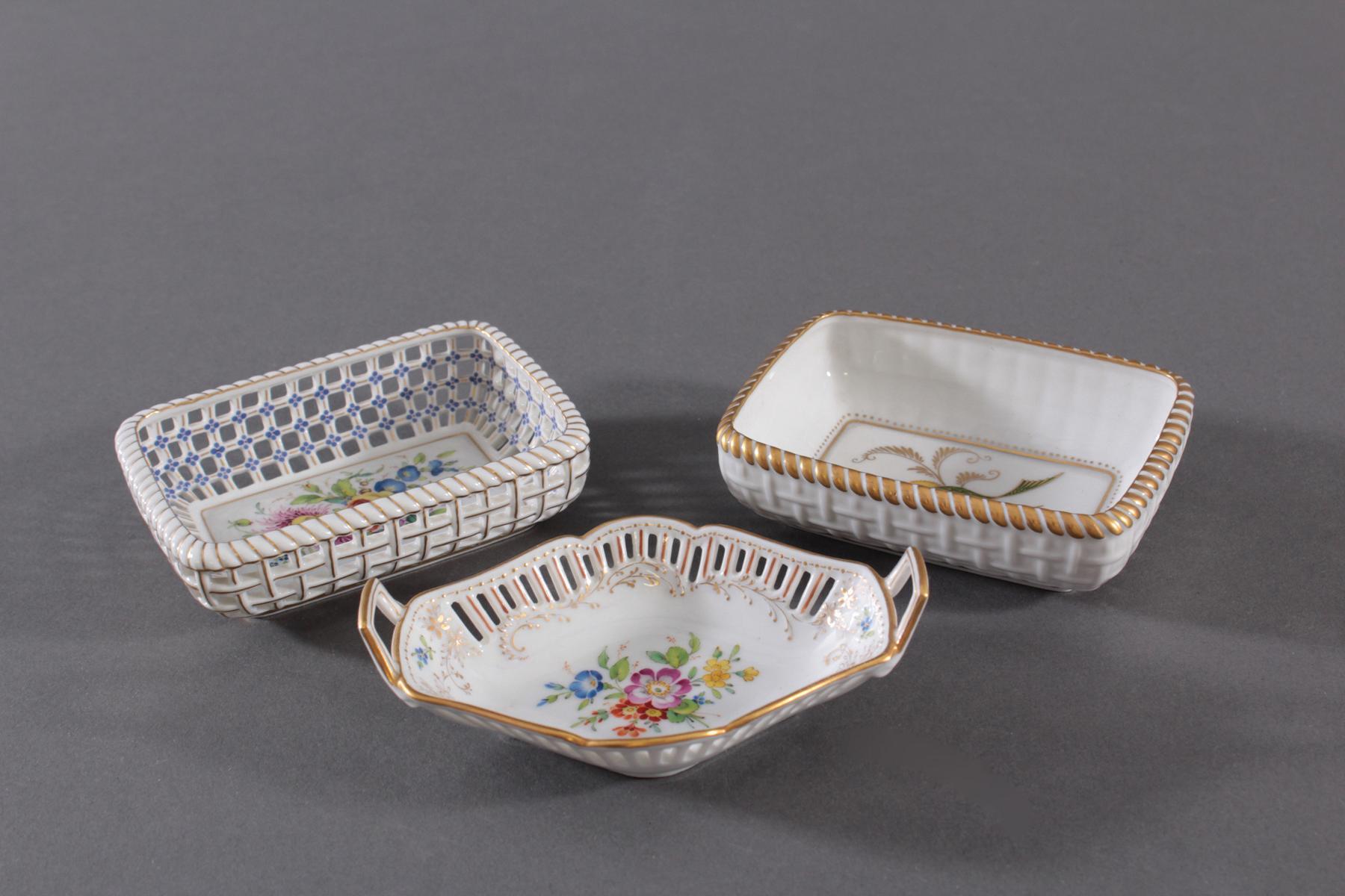 3 kleine Anbietschälchen Höchster Porzellanmanufaktur, signiert Kurt Schröder