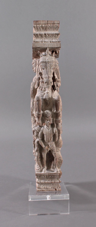 Holzplastik eines Reiters auf einem Pferd, Indien wohl Orissa 15./16. Jh.-2