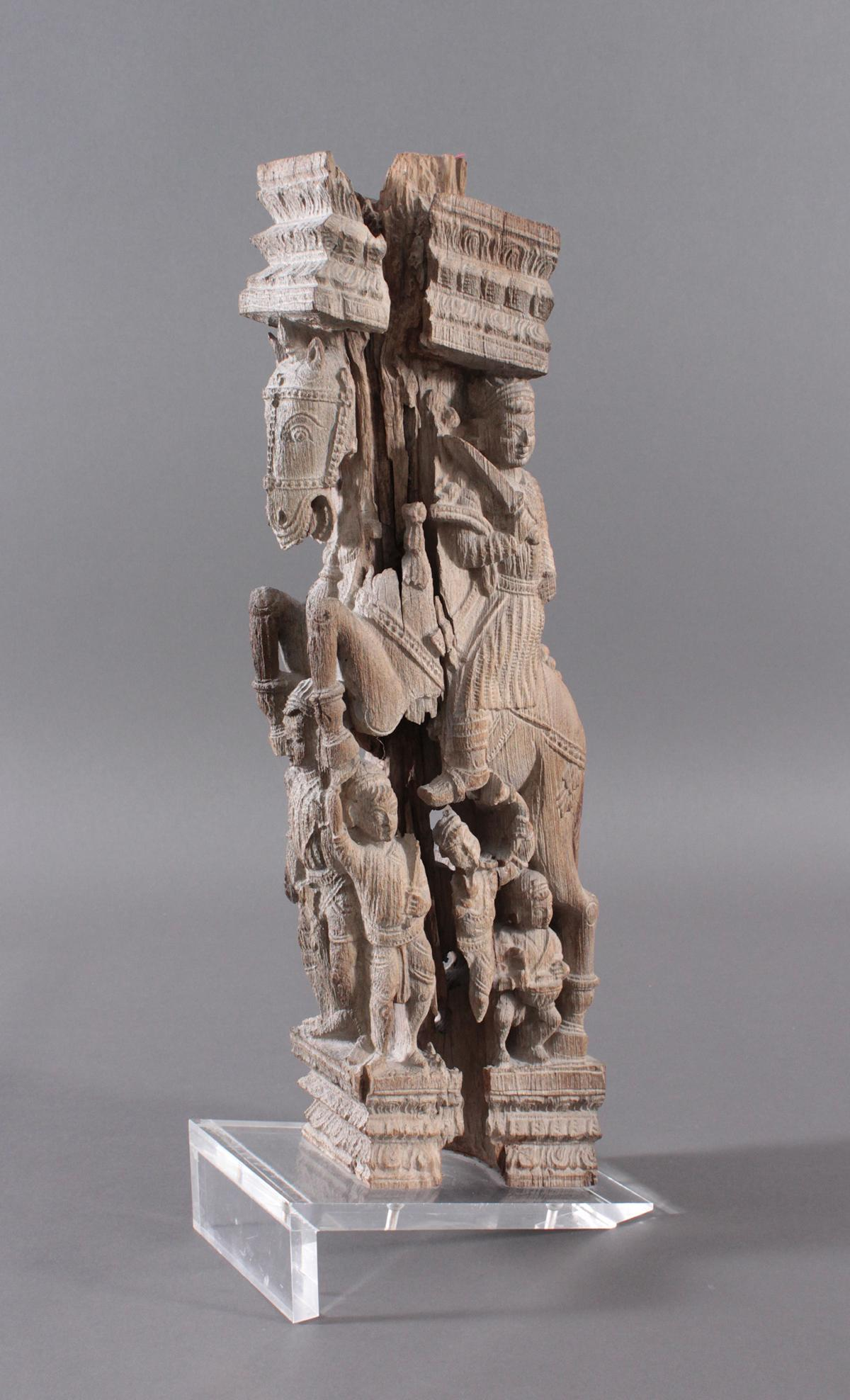 Holzplastik eines Reiters auf einem Pferd, Indien wohl Orissa 15./16. Jh.-3