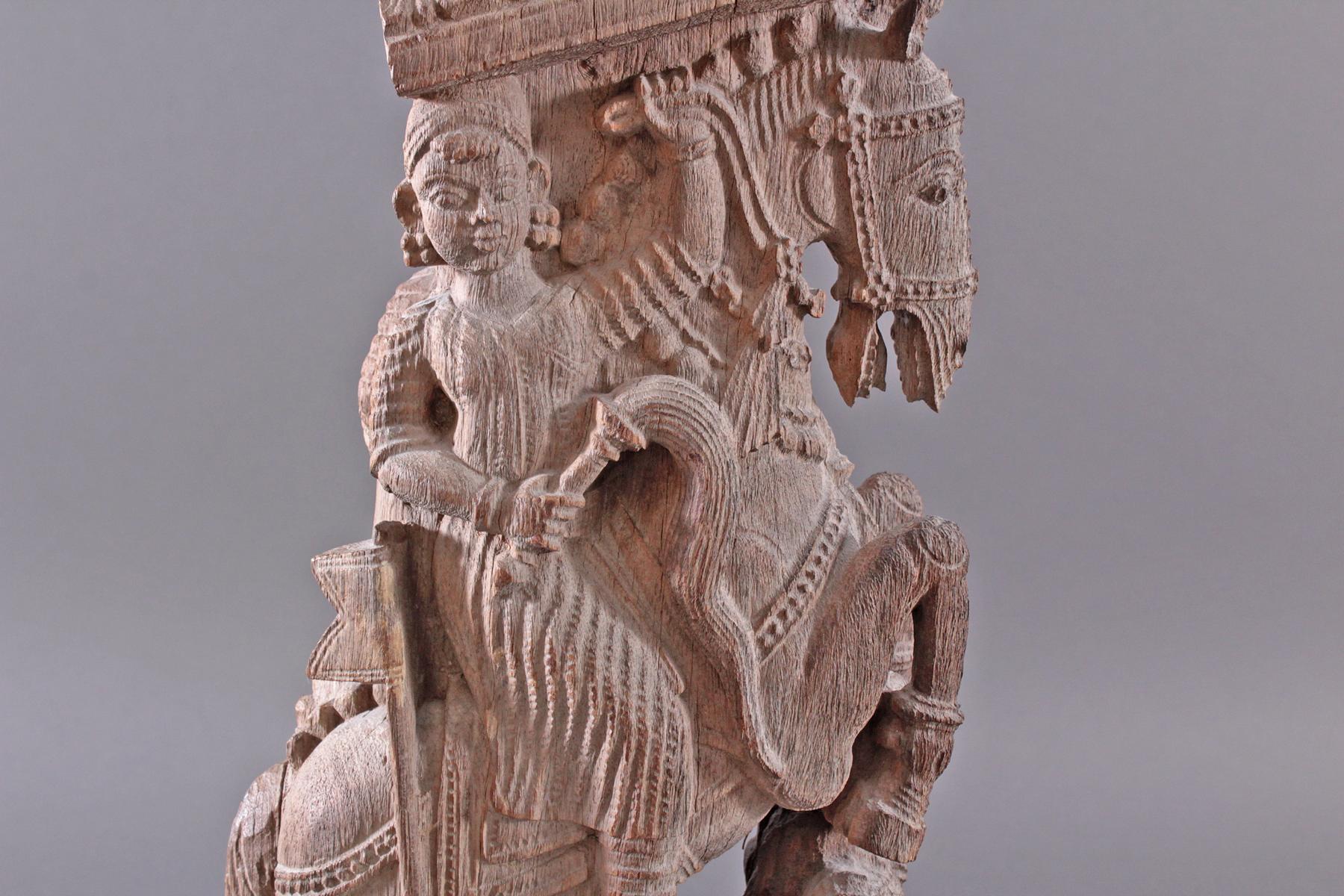 Holzplastik eines Reiters auf einem Pferd, Indien wohl Orissa 15./16. Jh.-5