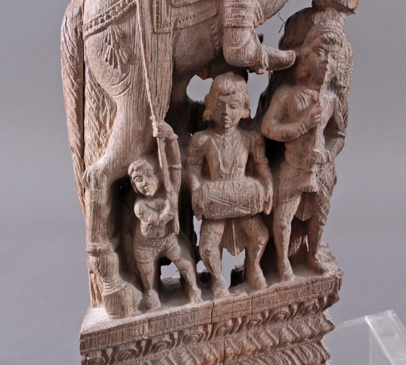 Holzplastik eines Reiters auf einem Pferd, Indien wohl Orissa 15./16. Jh.-6