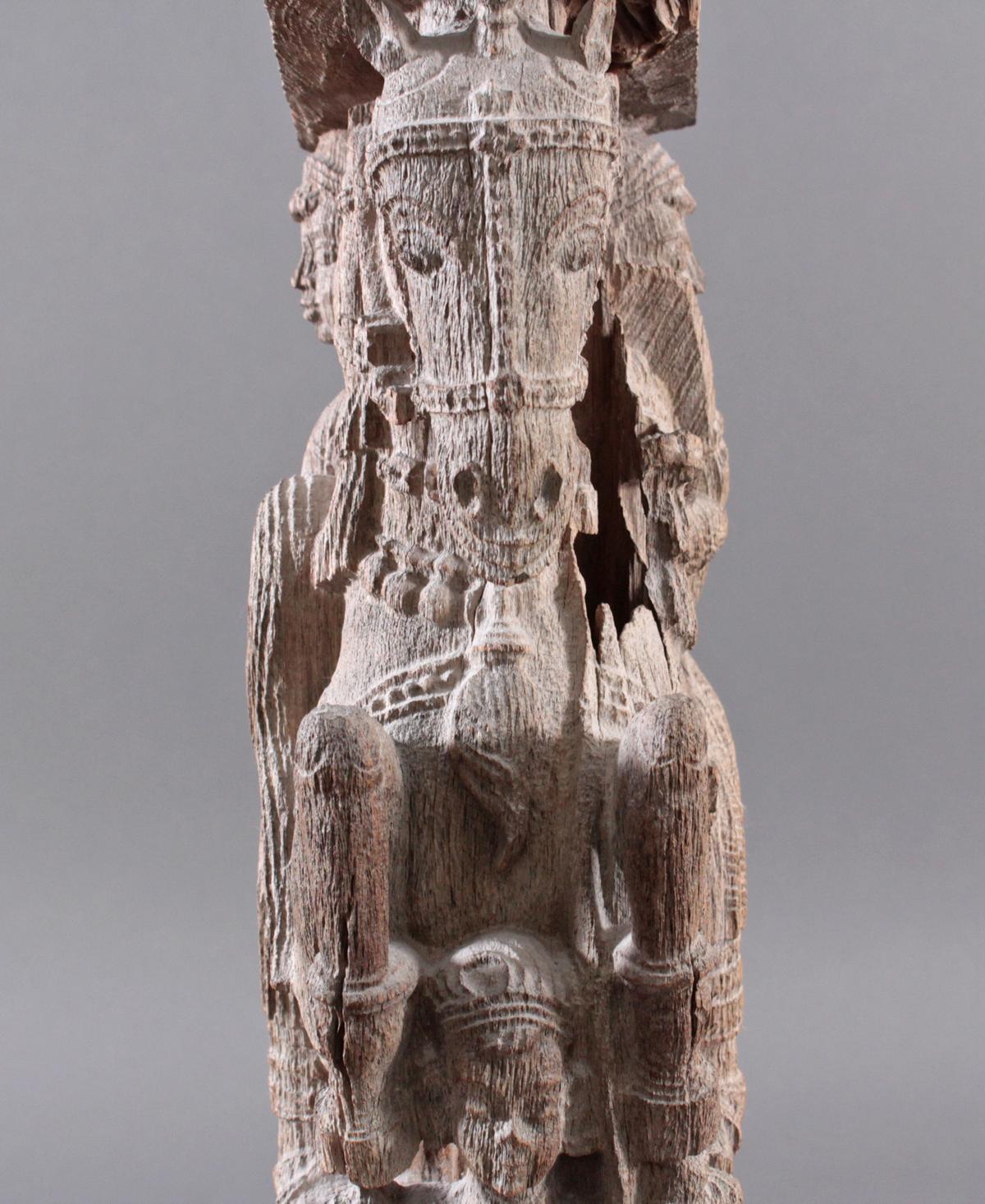 Holzplastik eines Reiters auf einem Pferd, Indien wohl Orissa 15./16. Jh.-7
